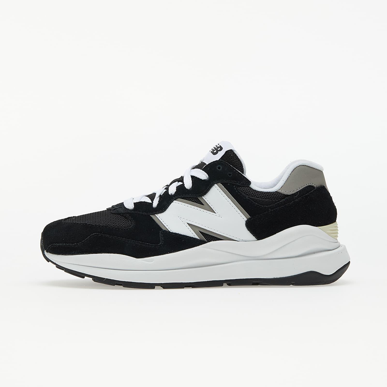 New Balance 574 Black/ White EUR 42.5