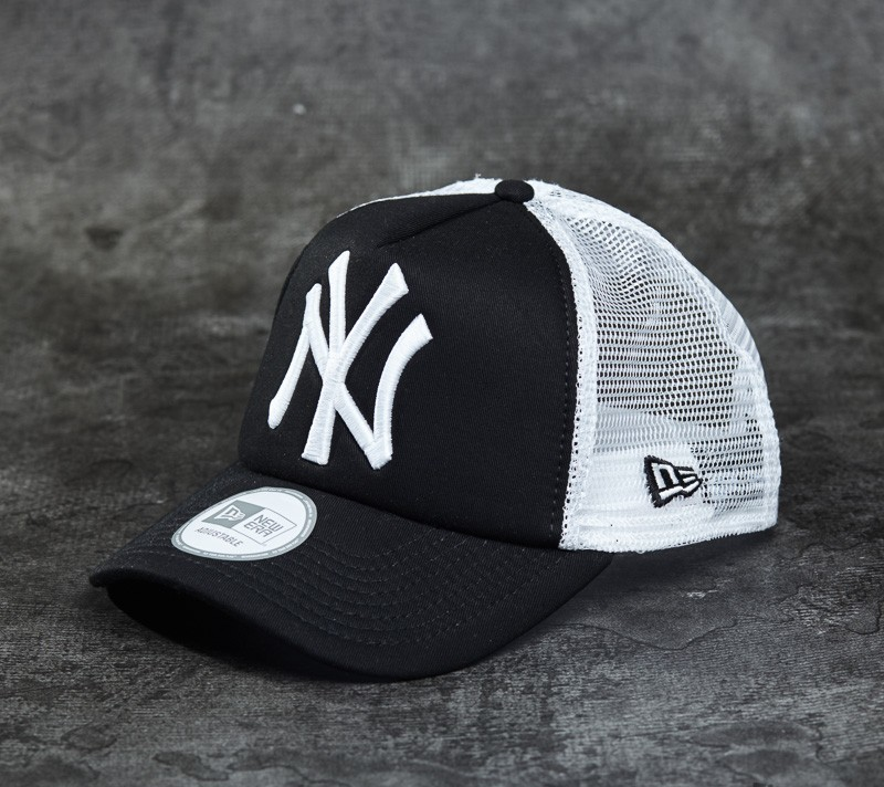 New Era Cap Clean Trucker New York Yankees Cap Black  White ... de52daf906c