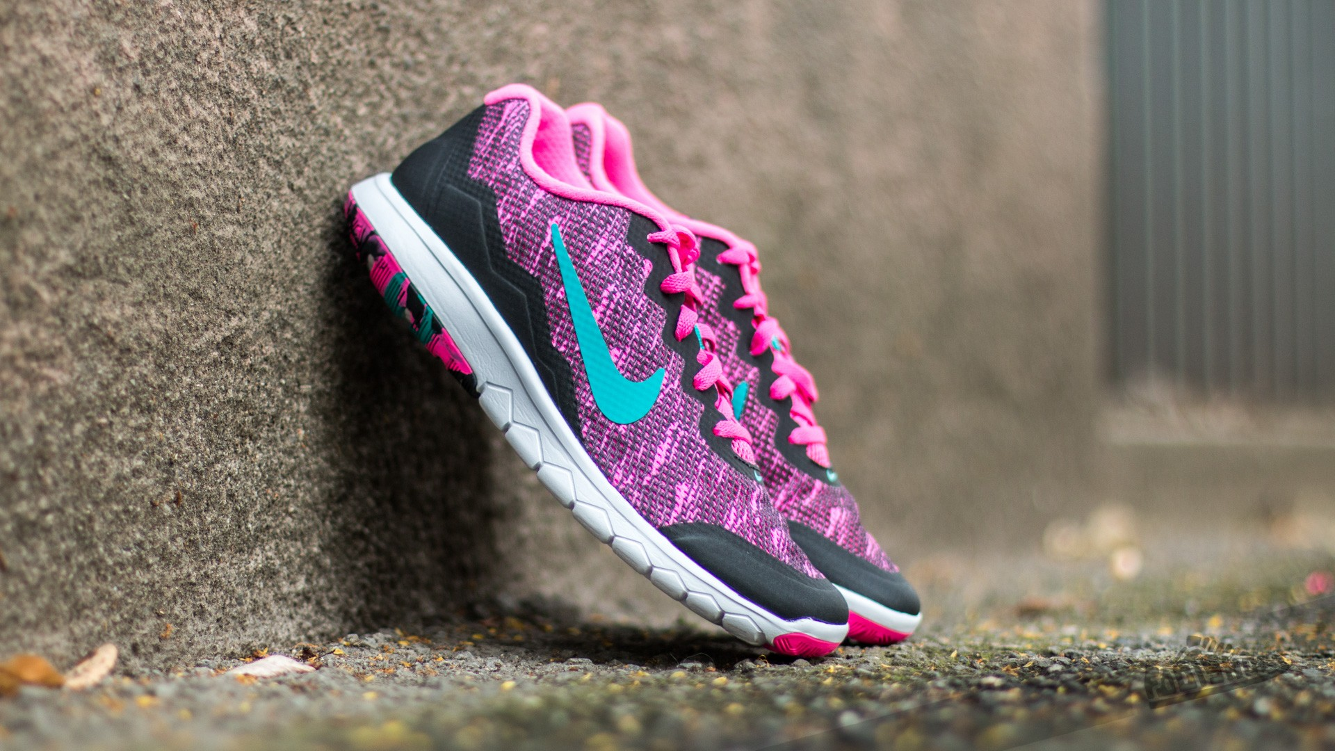 Nike Wmns Flex Experience RN 4 Premium Pink Blast  Energy-Black-White 6e7cdb37a