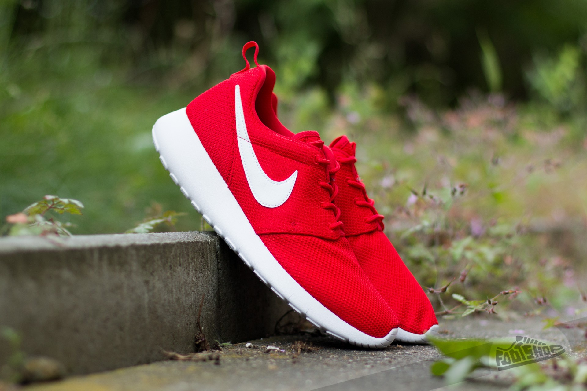 ee28a457afcf3 Nike Roshe One (GS) University Red  White