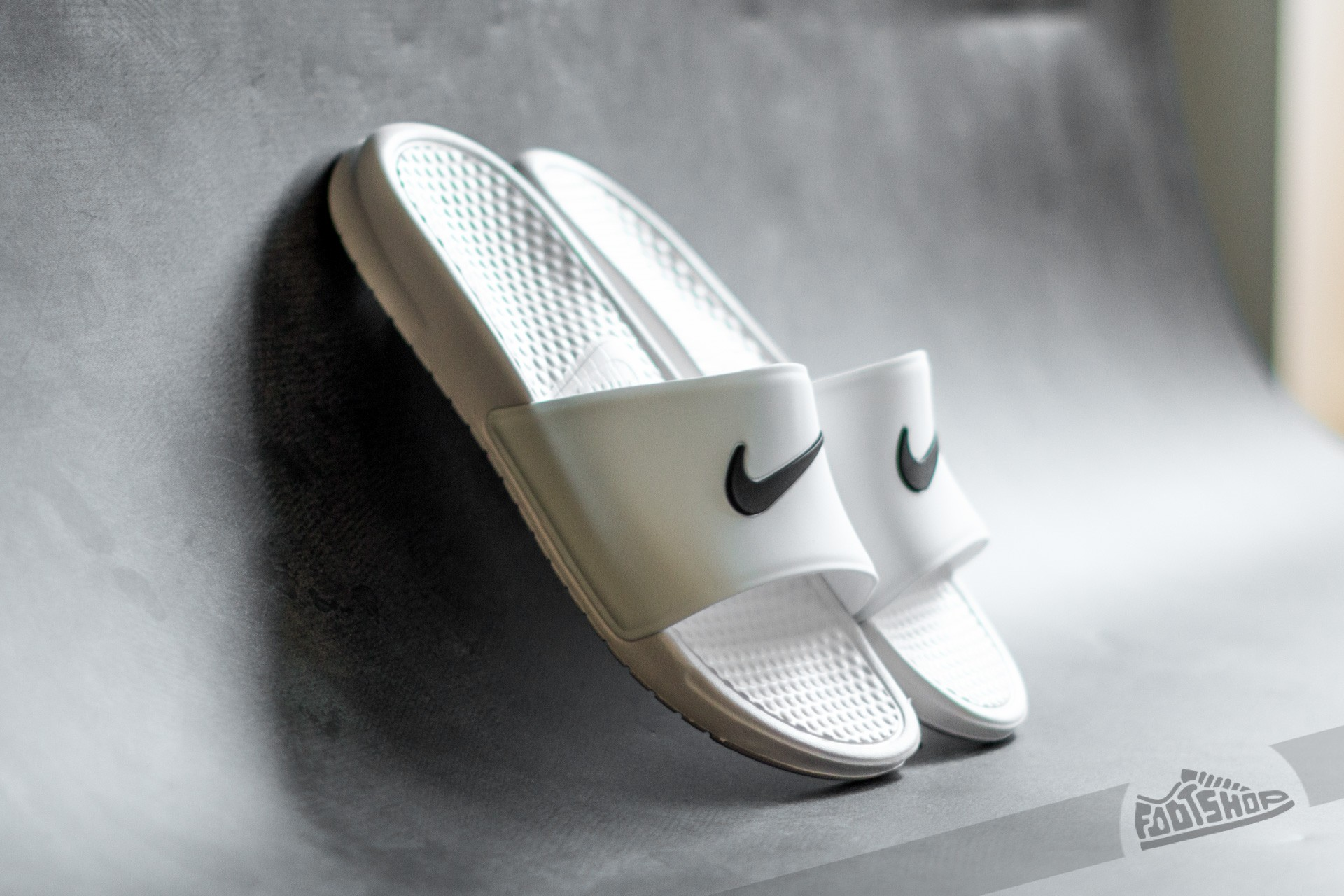 Nike Benassi Shower Slide White  Black  ee0781e2a6