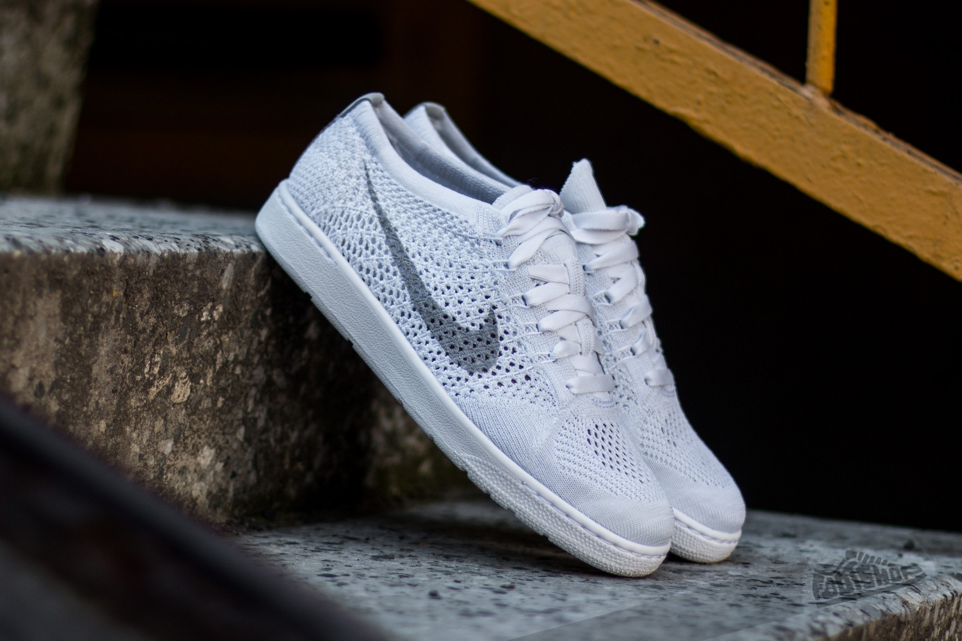 Chaussures et baskets femme Nike W Tennis Classic Ultra Flyknit White/ Wolf Grey