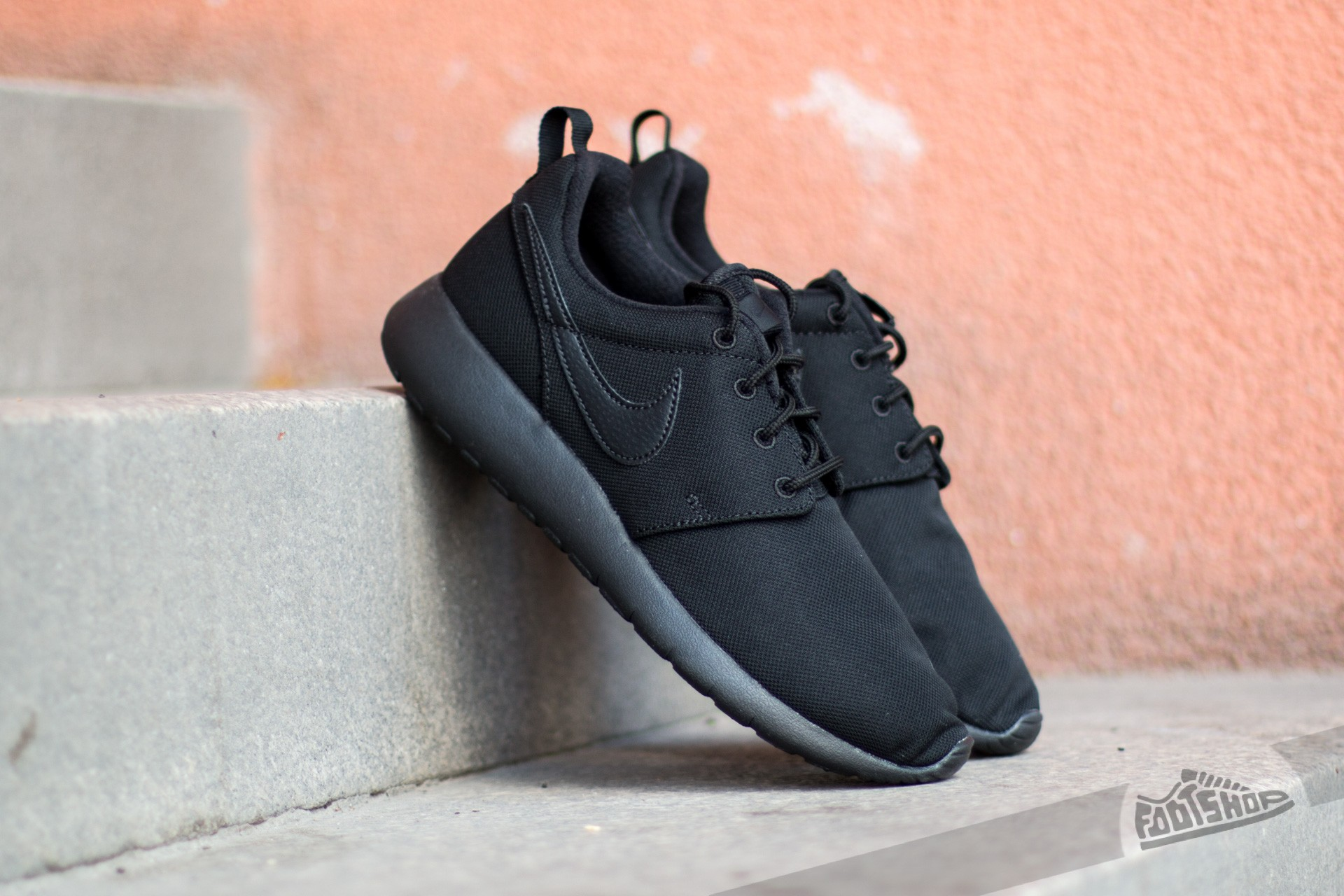 outlet store a2d37 207b5 Nike Roshe One (GS). Black  ...