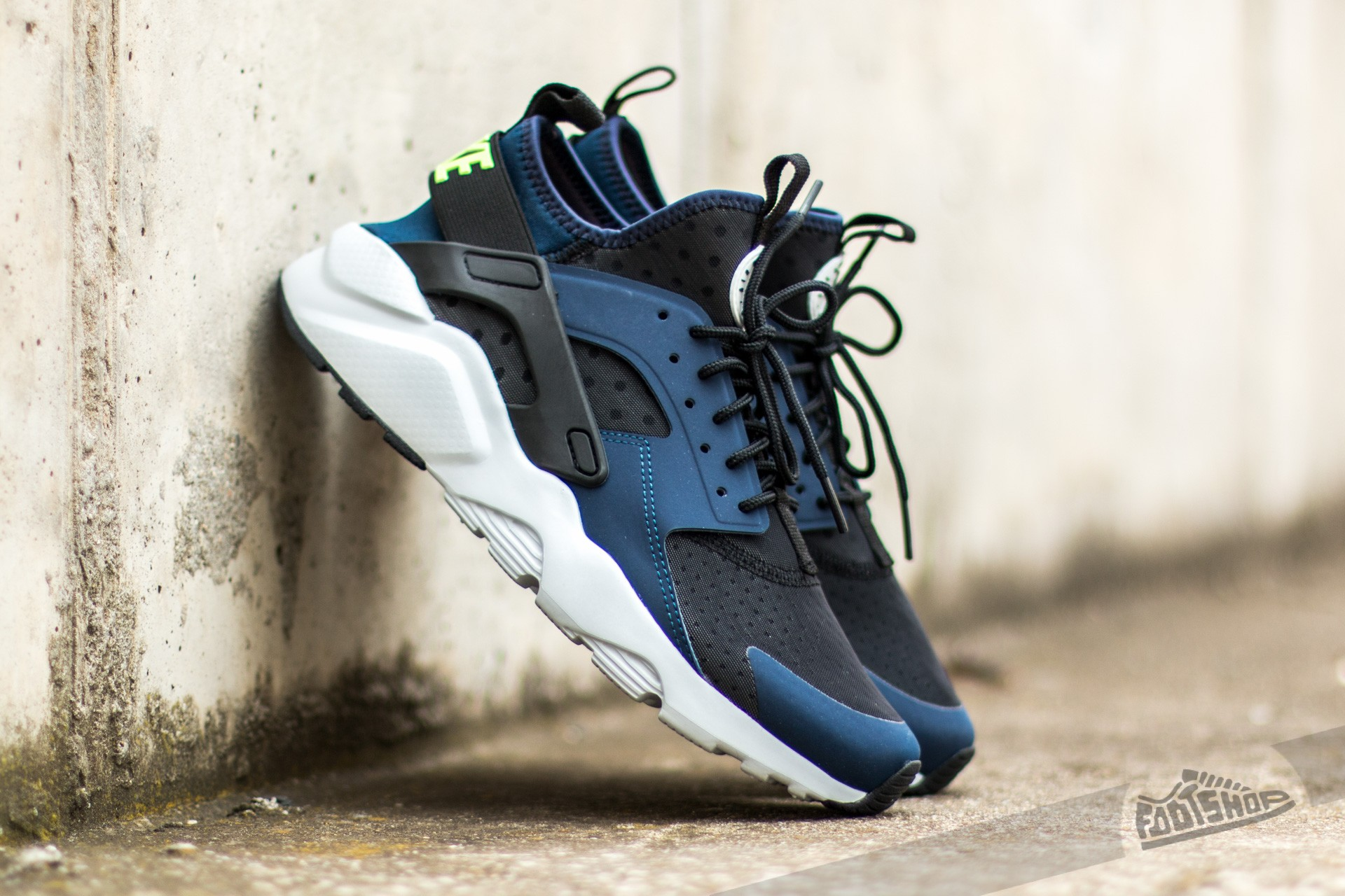 ee28b995ba94 ... usa nike air huarache run ultra midnight navy ghost green black pure  platinum a0ae1 4948c