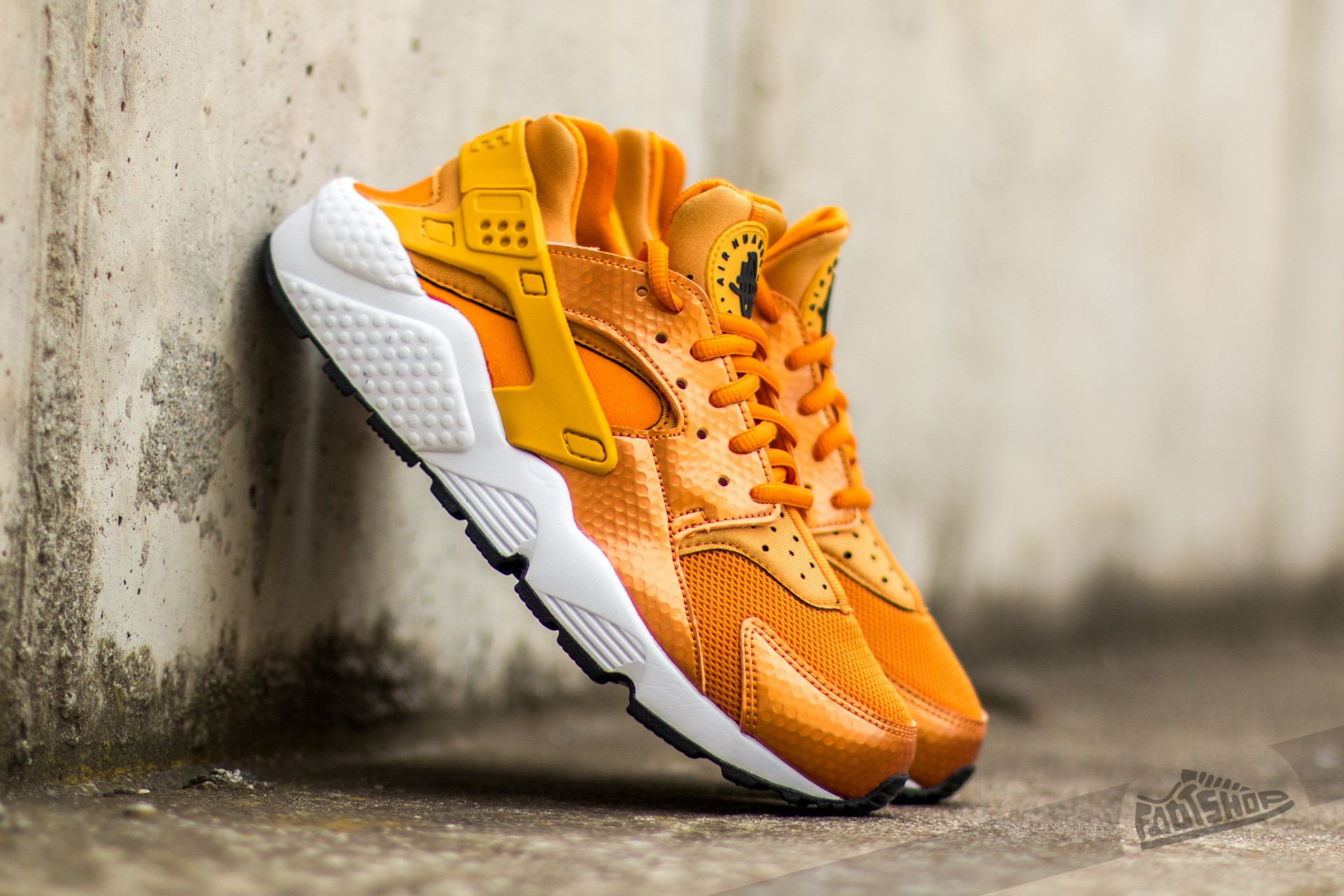 140938f4d7ee Nike Wmns Air Huarache Run Sunset  Gold Dart-White-Black