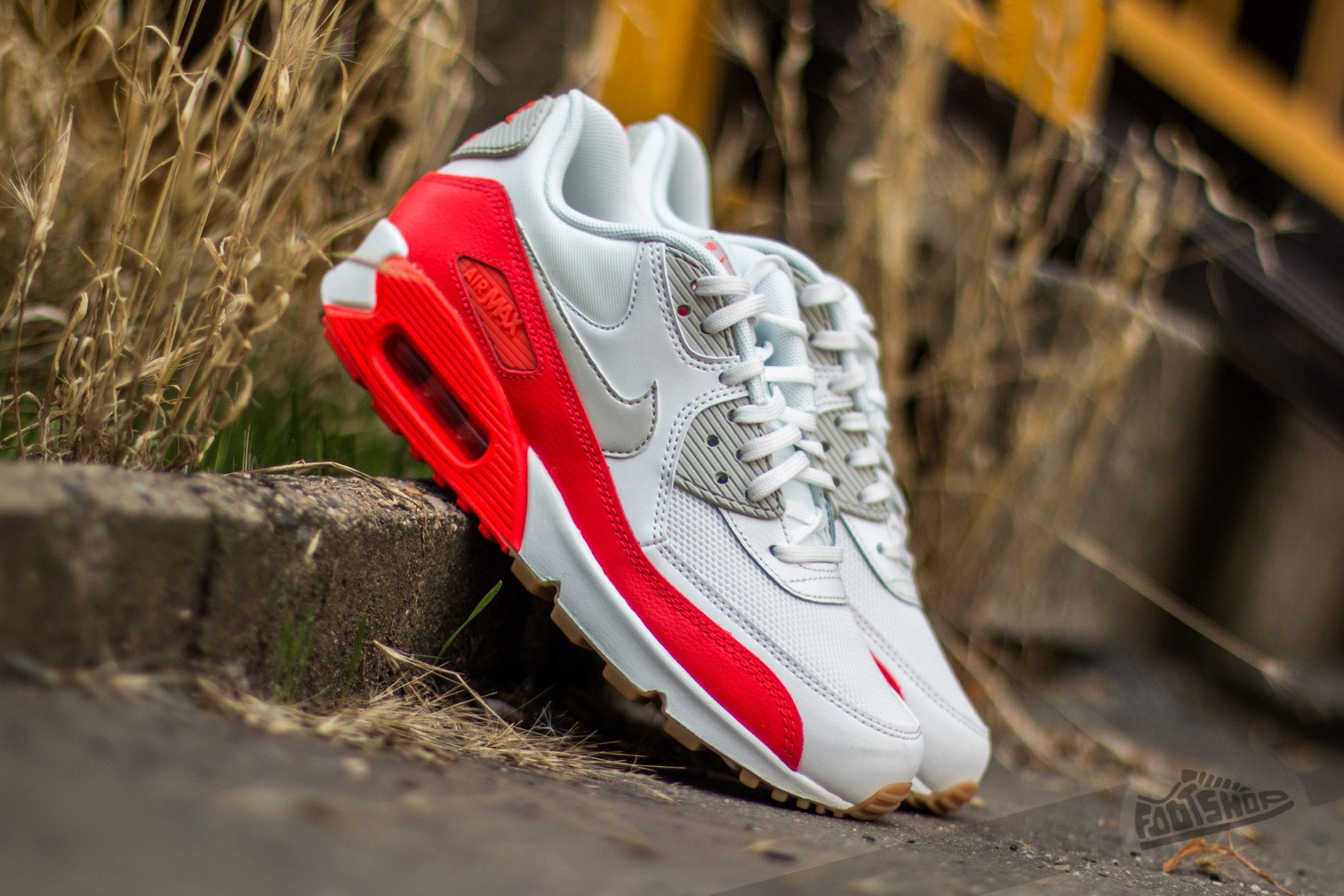 online store e242e a6f13 Nike Wmns Air Max 90 Essential Summit White  Light Bone-Bright Crimson