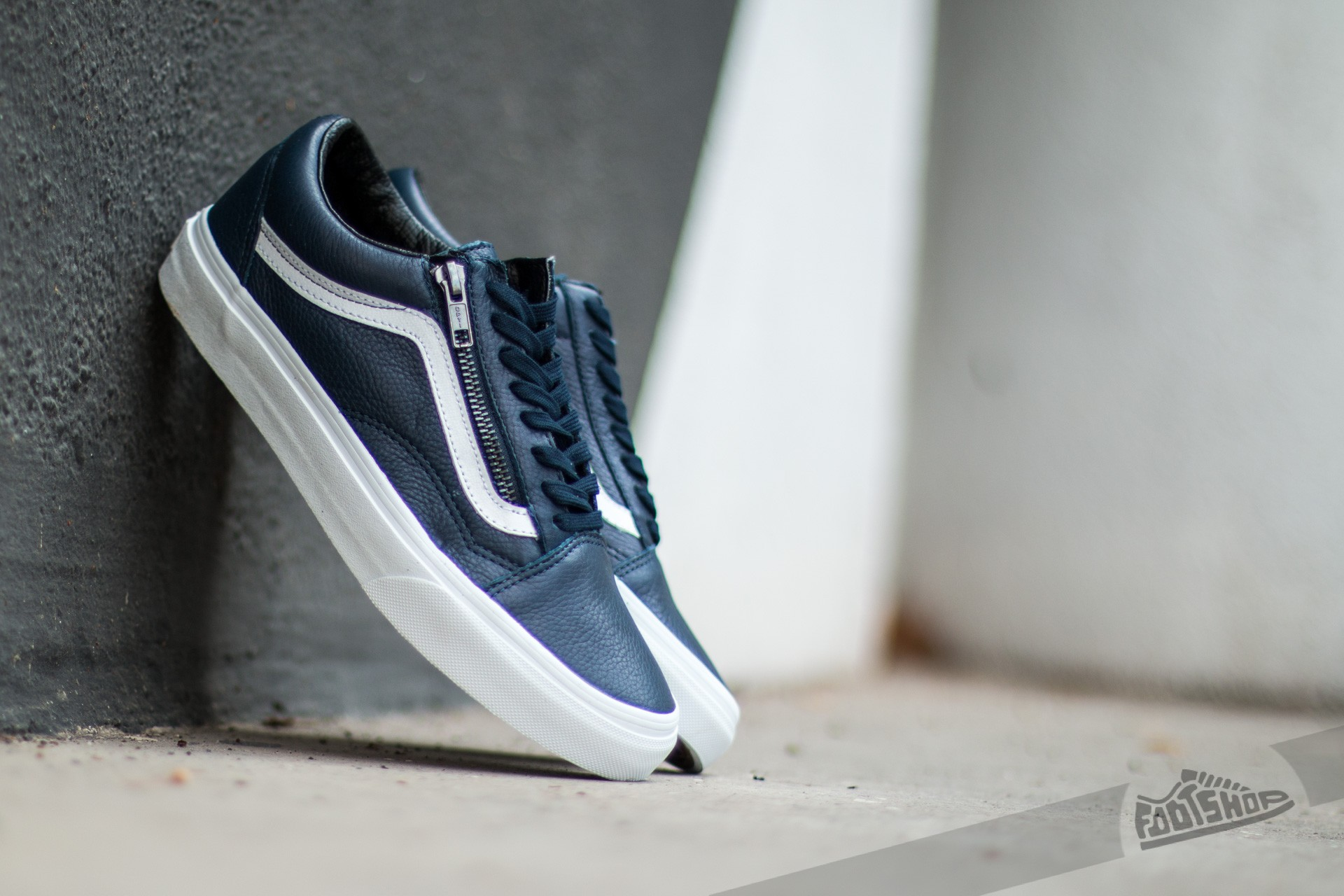 50c052cf536 Vans Old Skool Zip (Antique Leather) Dress Blue | Footshop
