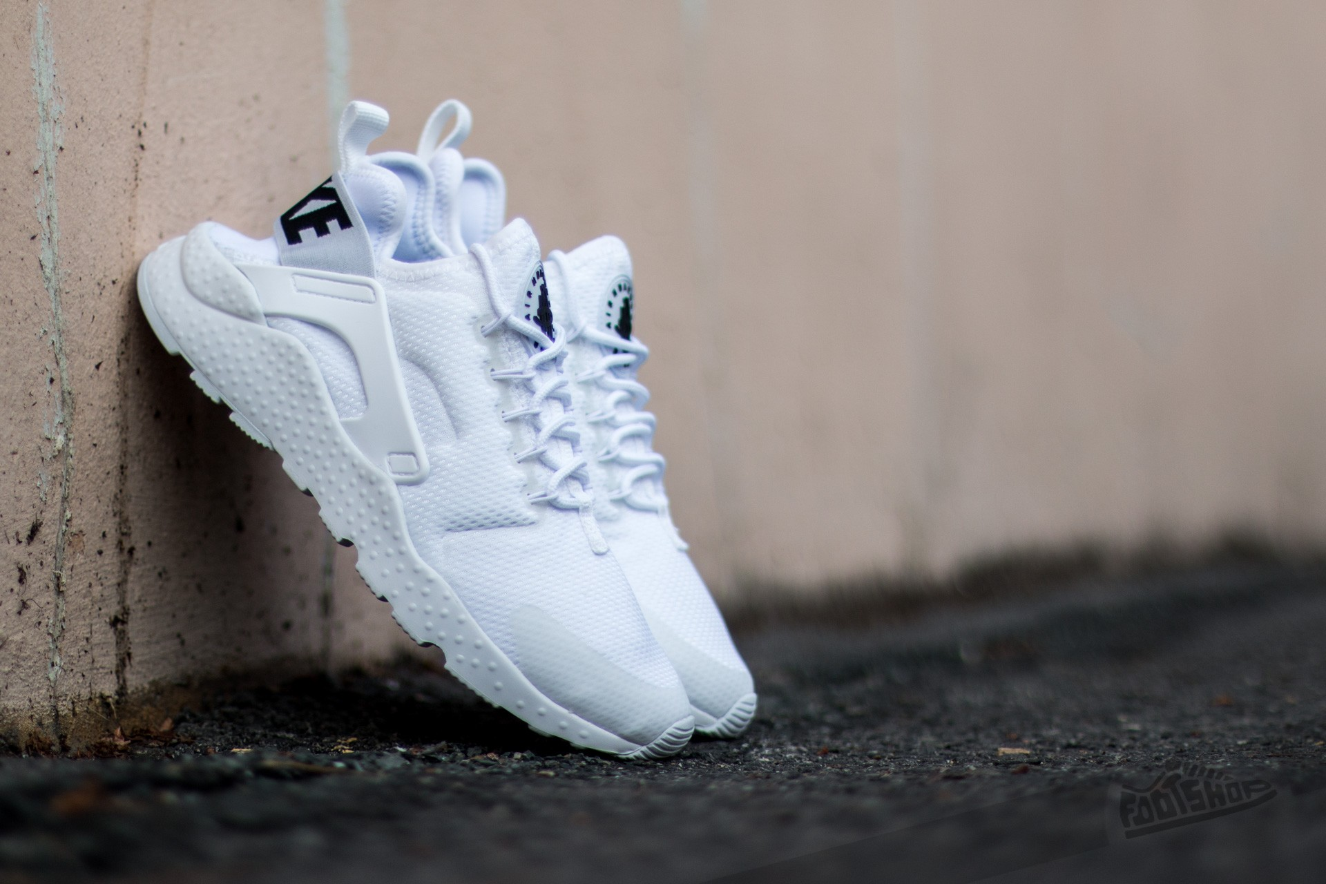 eb6586c8e504 Nike W Air Huarache Run Ultra White  White-Black