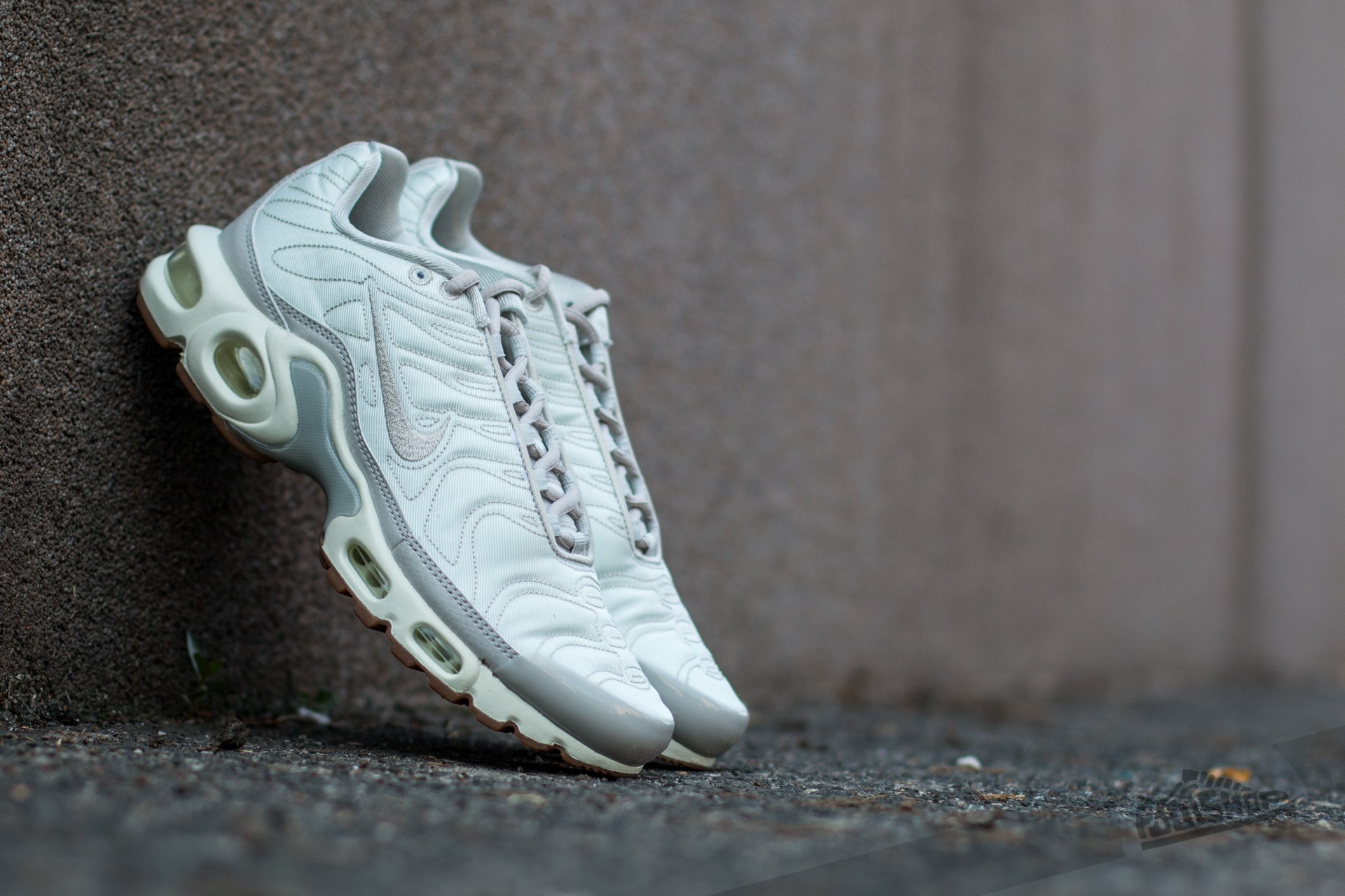 newest collection 69945 7b4ae Nike Wmns Air Max Plus Premium Light Bone/ Light Bone-Sail ...