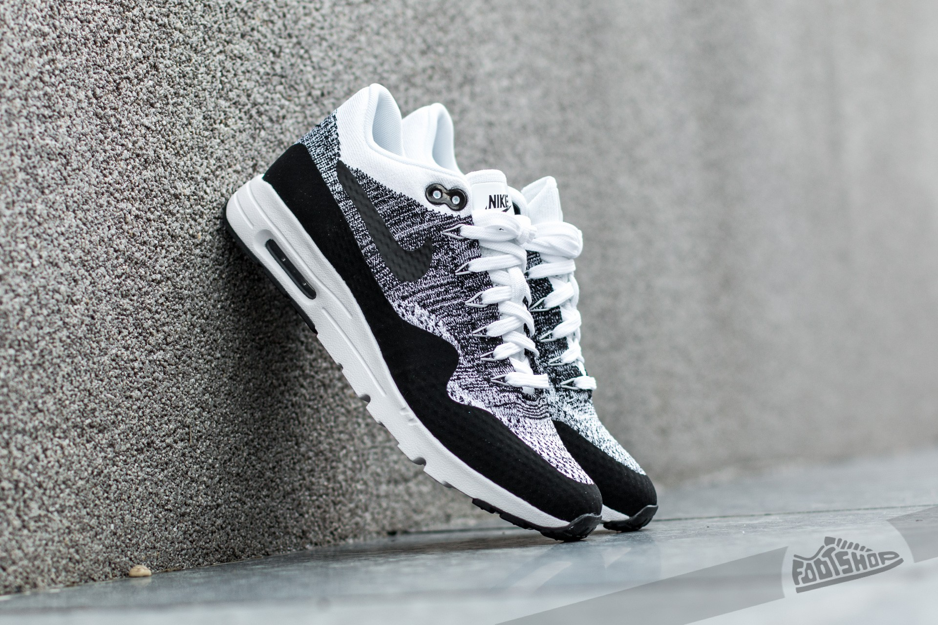 nike air max ultra flyknit black white