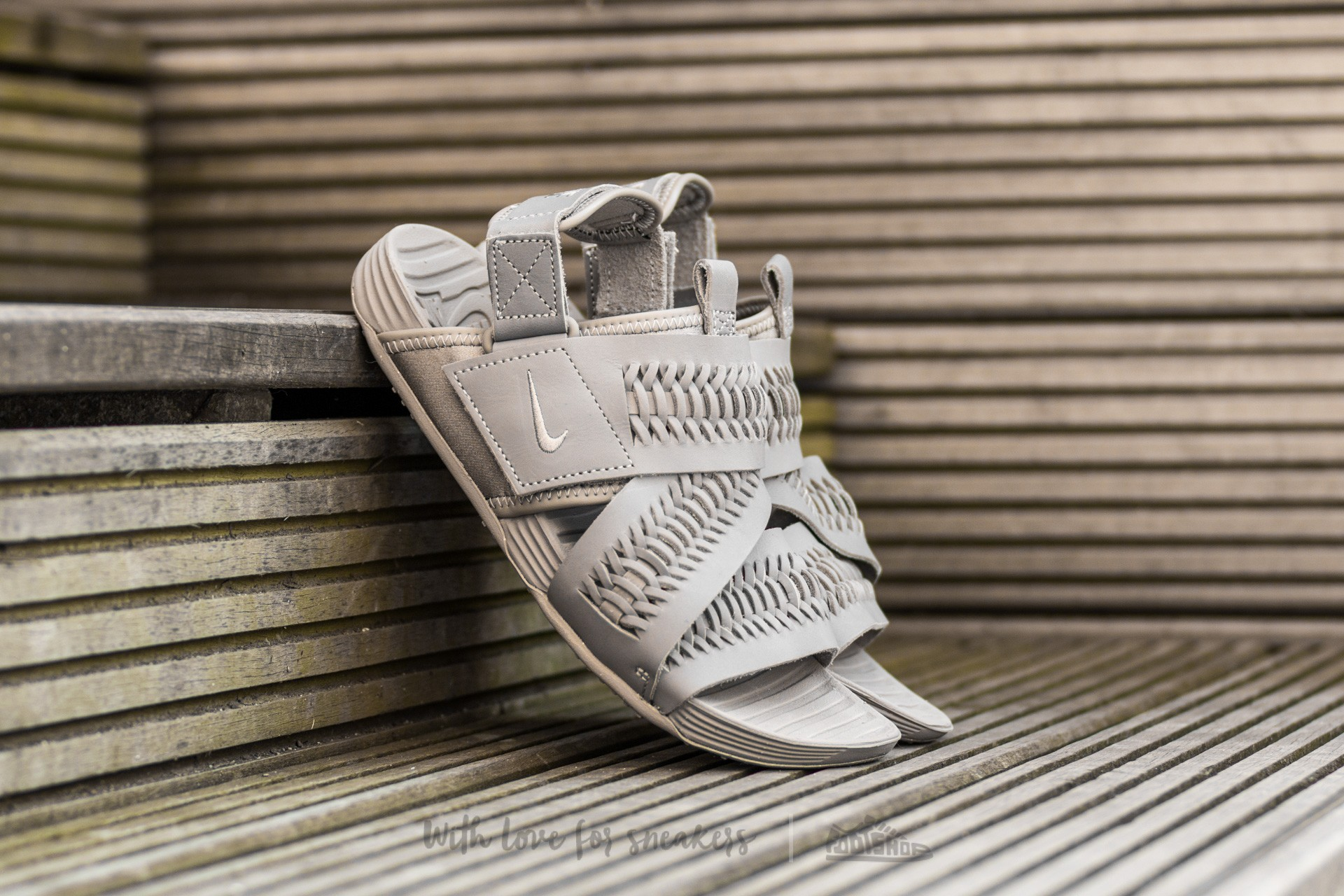 eb23325bba07 Nike Air Solarsoft Zigzag Woven QS Light Taupe Light Taupe-Light Taupe