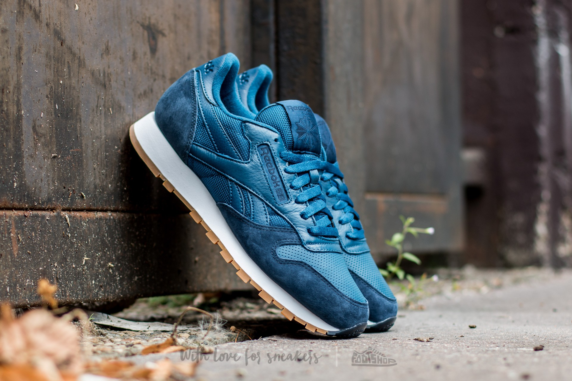 b5ddbfabf14 Reebok Classic Leather Perfect Split Noble Blue  Collegiate Navy  White-Gum