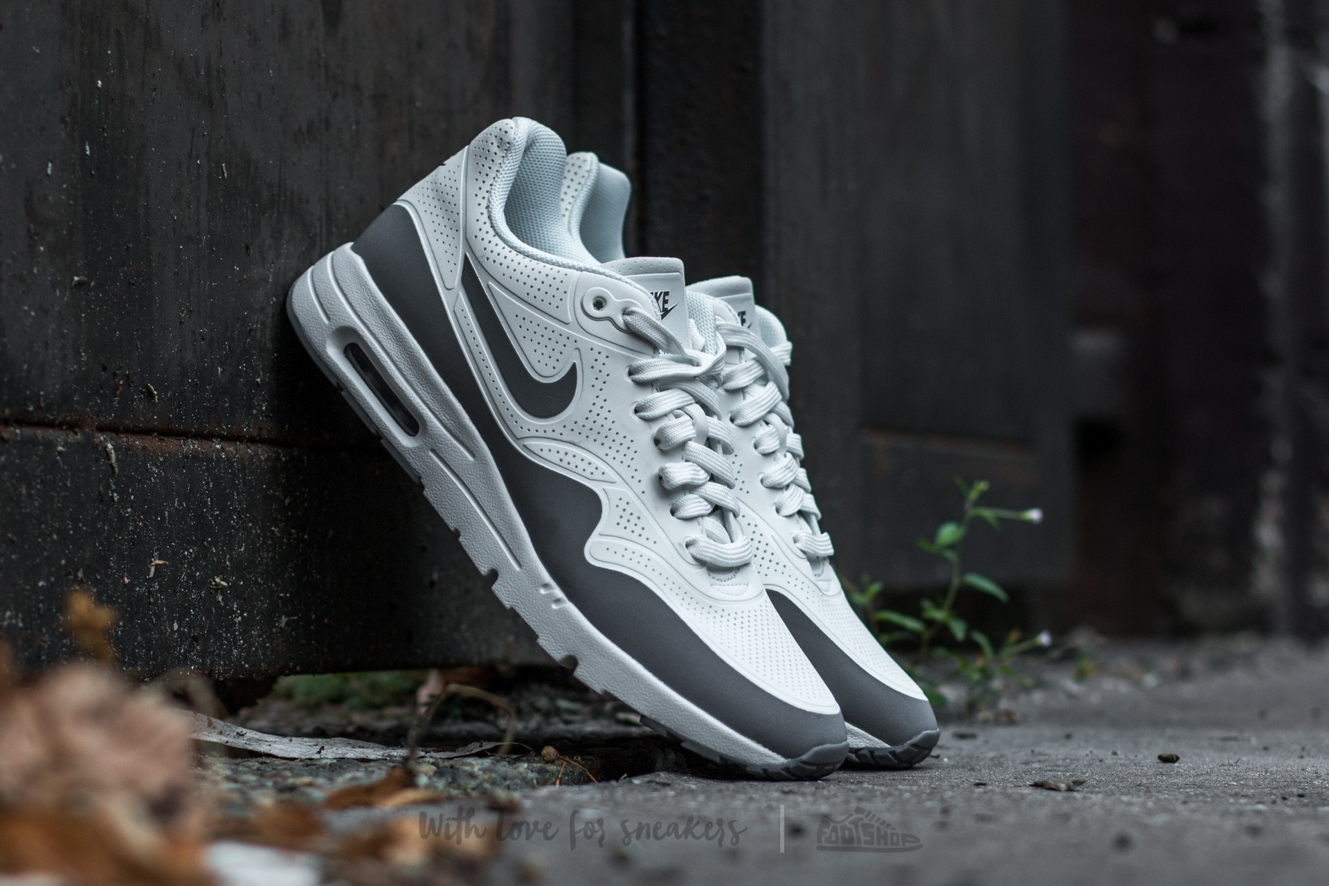 080abc920706 Nike Wmns Air Max 1 Ultra Moire. Summit White  Cool Grey-Mettalic ...