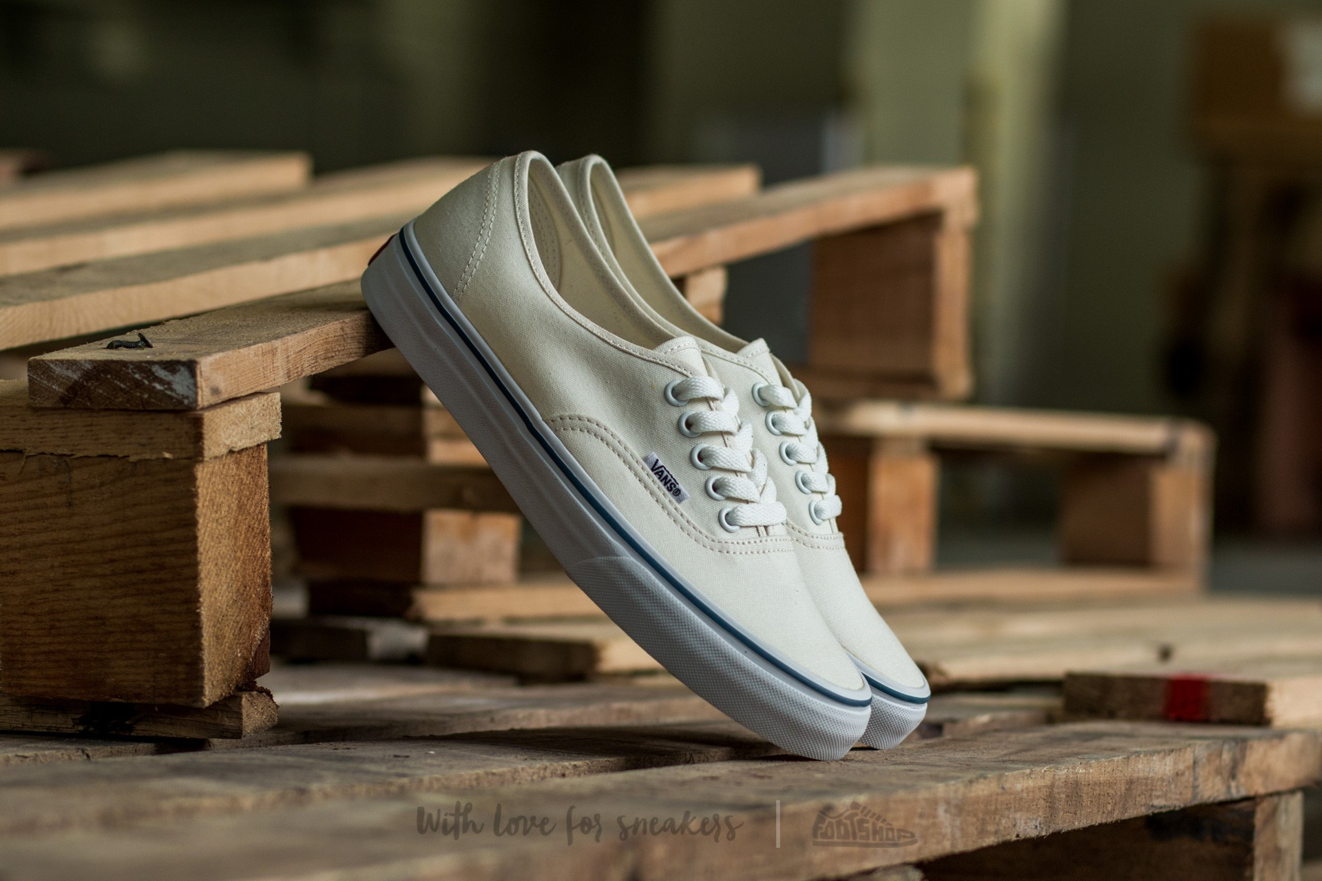 Vans Authentic White at a great price 54 € buy at Footshop