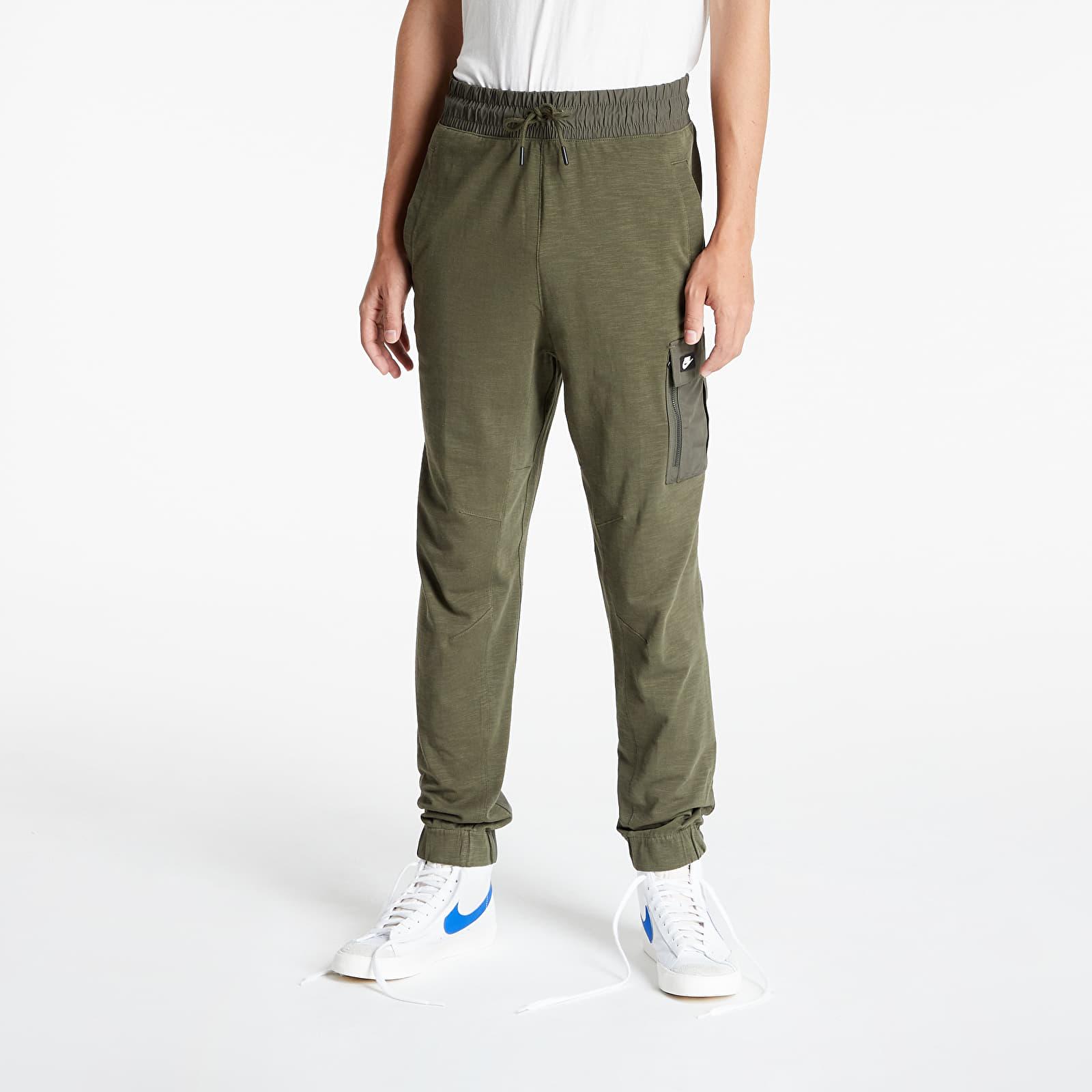Nike Sportswear Me Pant Ltwt Essentials Cargo Khaki/ Cargo Khaki/ Black Oxidized