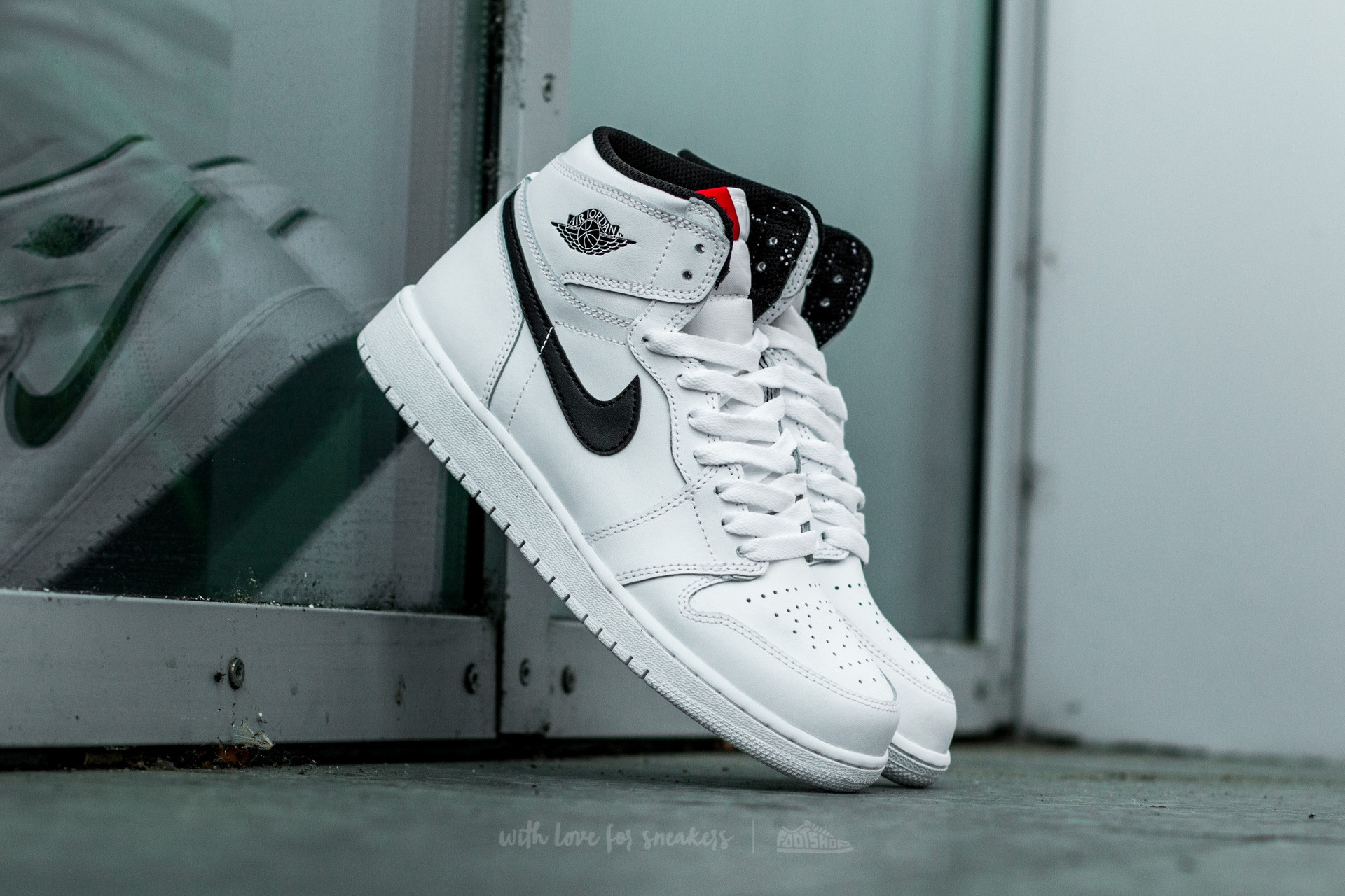 Air Jordan 1 Retro High OG White  Black-White  dc88ddee9df8