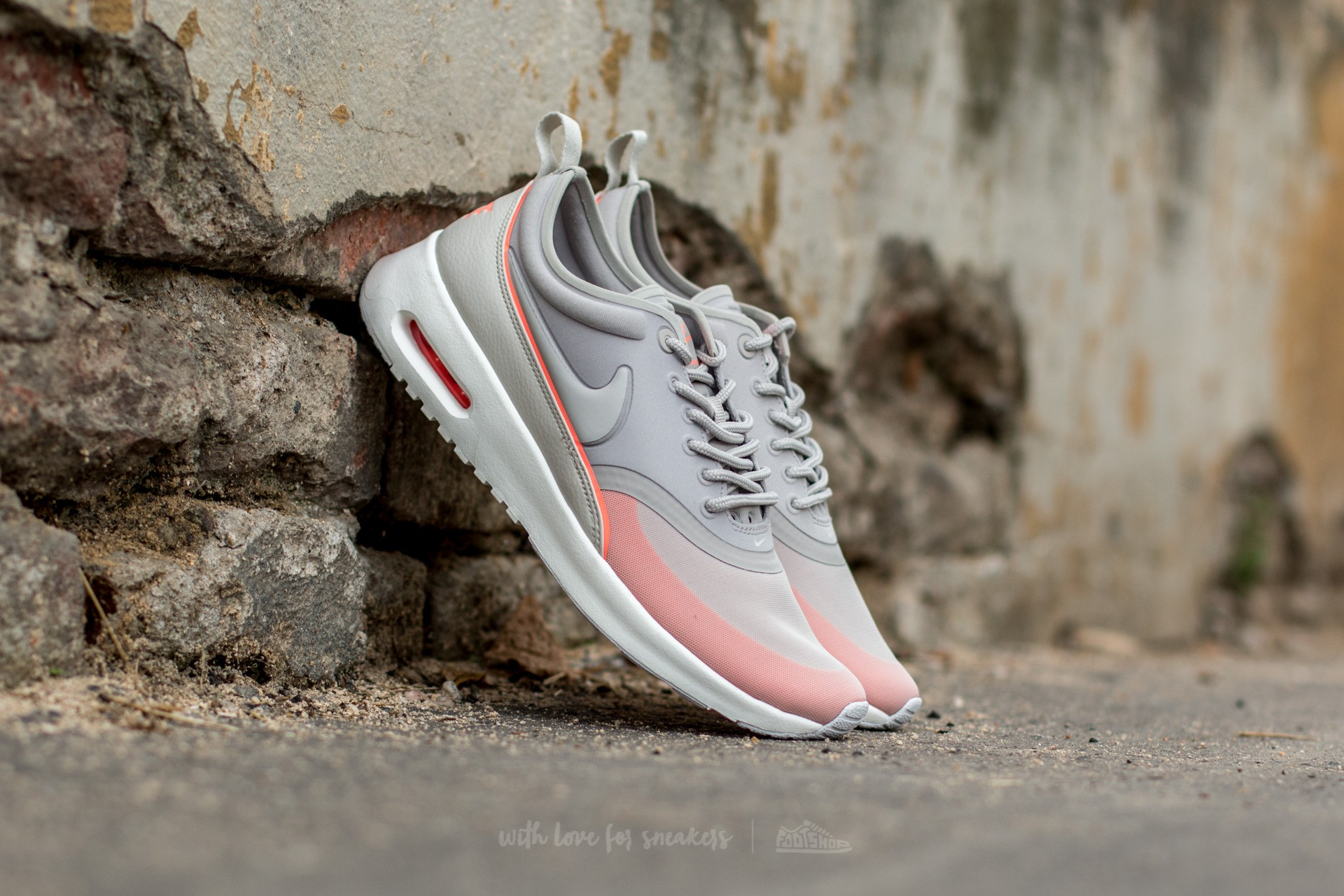 Nike W Air Max Thea Light Iron Ore  Light Bone-Atomic Pink  4f3723bd4