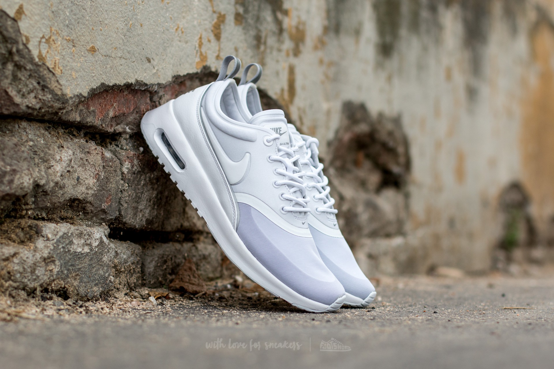 nike air max thea white silver