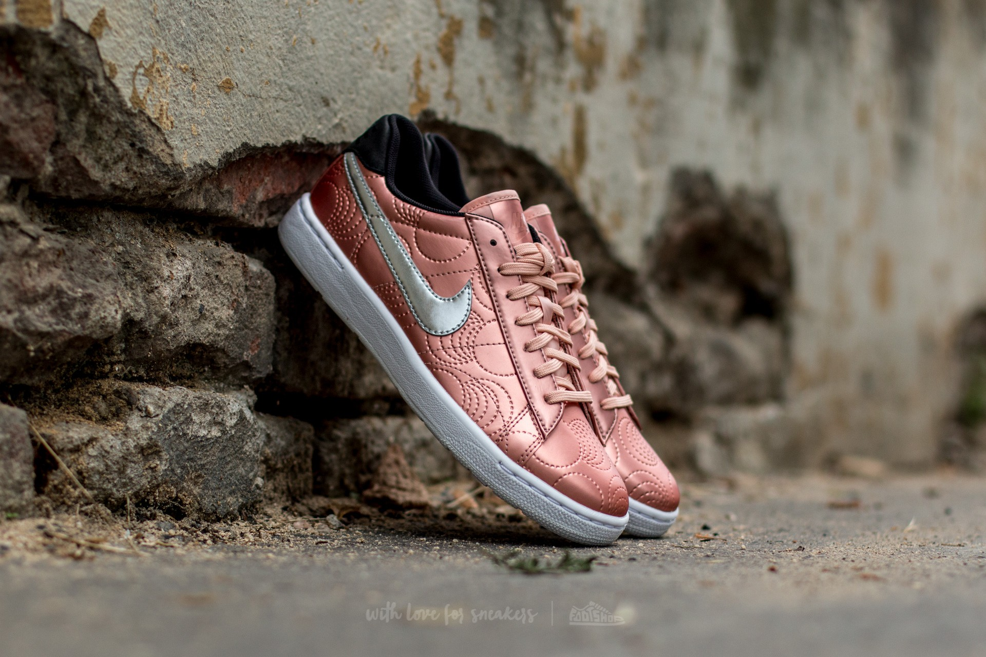 41180b51f3a Nike Tennis Classic Ultra LOTC QS Metallic Rose Gold  Metallic  Silver-Arctic Or