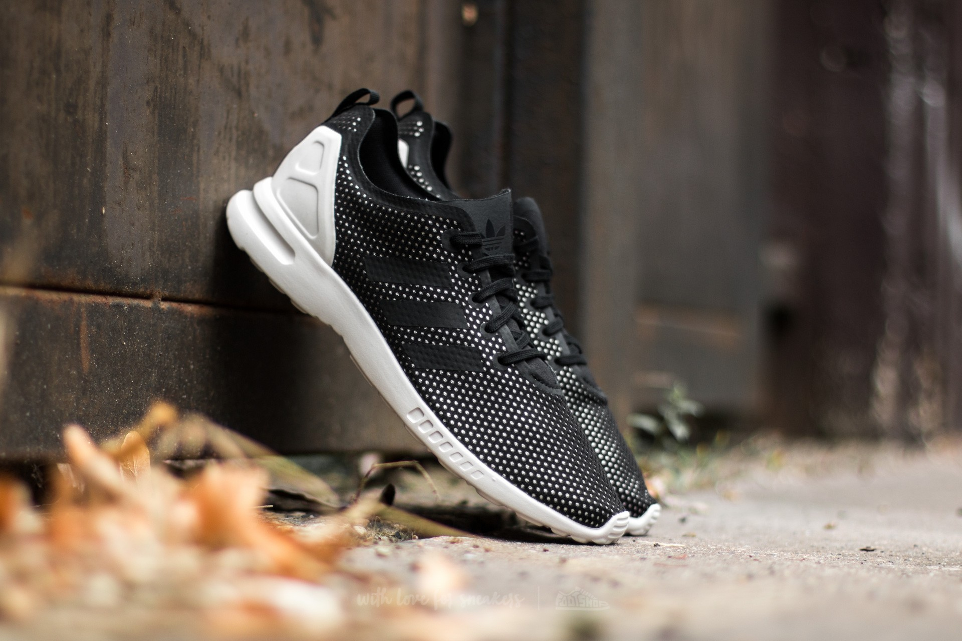 brand new 04ac7 e6f4b adidas ZX Flux ADV Smooth W Core Black Core Black