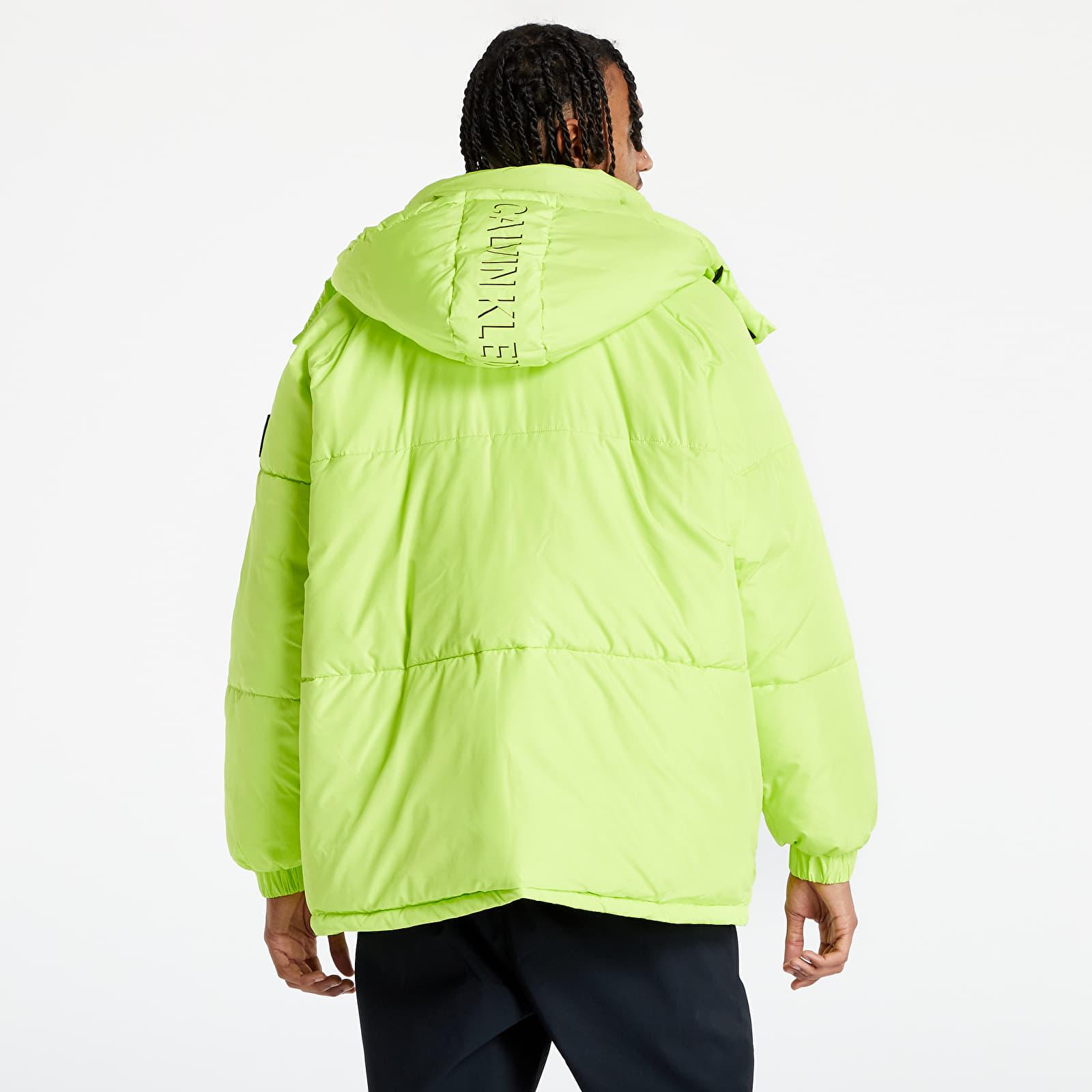 Jesenné a zimné bundy, ktoré budeš chcieť vo svojom šatníku. V kurze sú modely od The North Face, Helly Hansen aj Nike