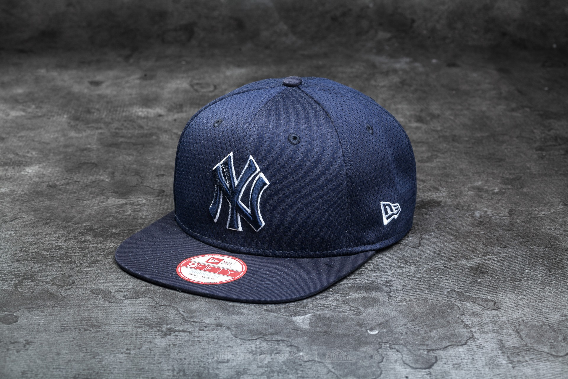 51147db0fa3 New Era Major League Baseball Outline Mesh New York Yankees Cap Navy