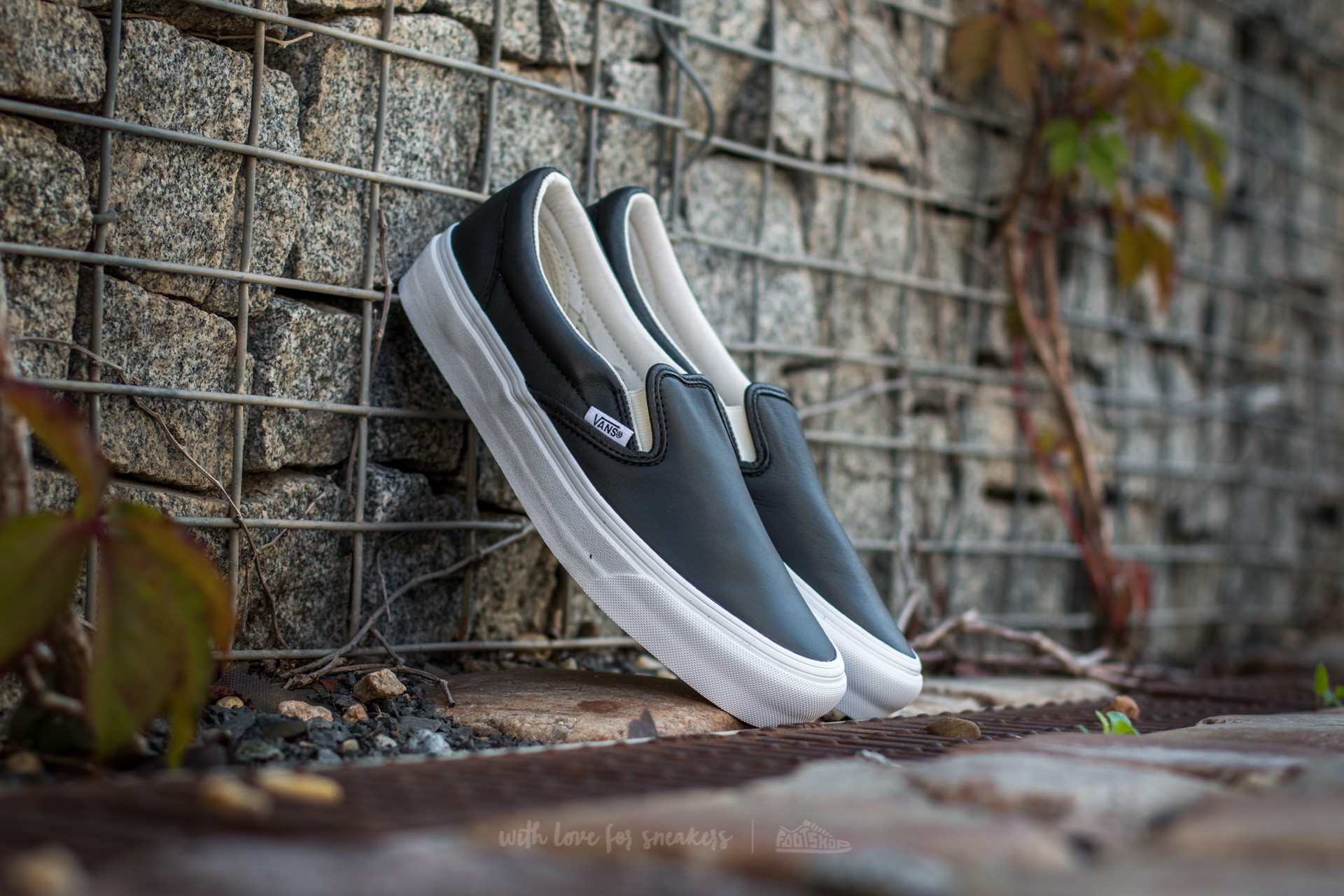 Men's shoes Vans OG Classic Slip-On VLT Black