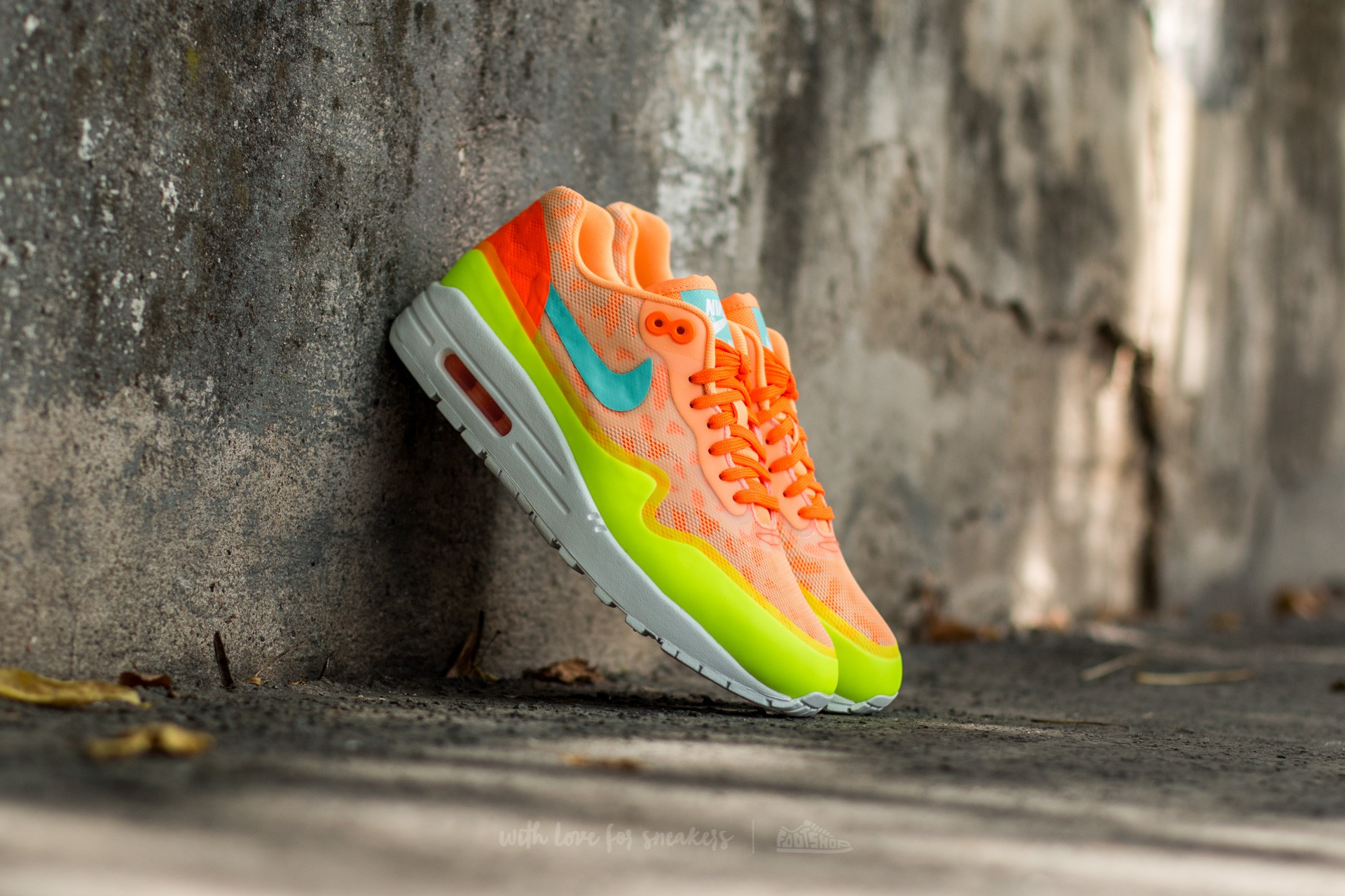 Nike Wmns Air Max 1 Ns Peach Cream  Hyper Turquoise-Total Orange 5886af502