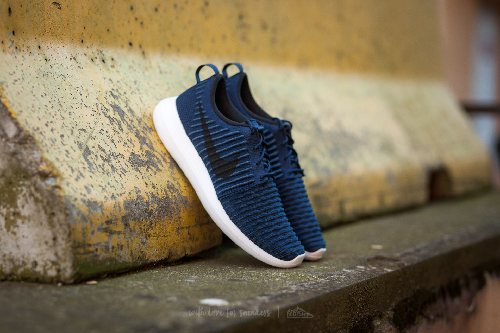 5c7758afa177 Nike Roshe Two Flyknit College Navy  Black-White-Squadron Black ...