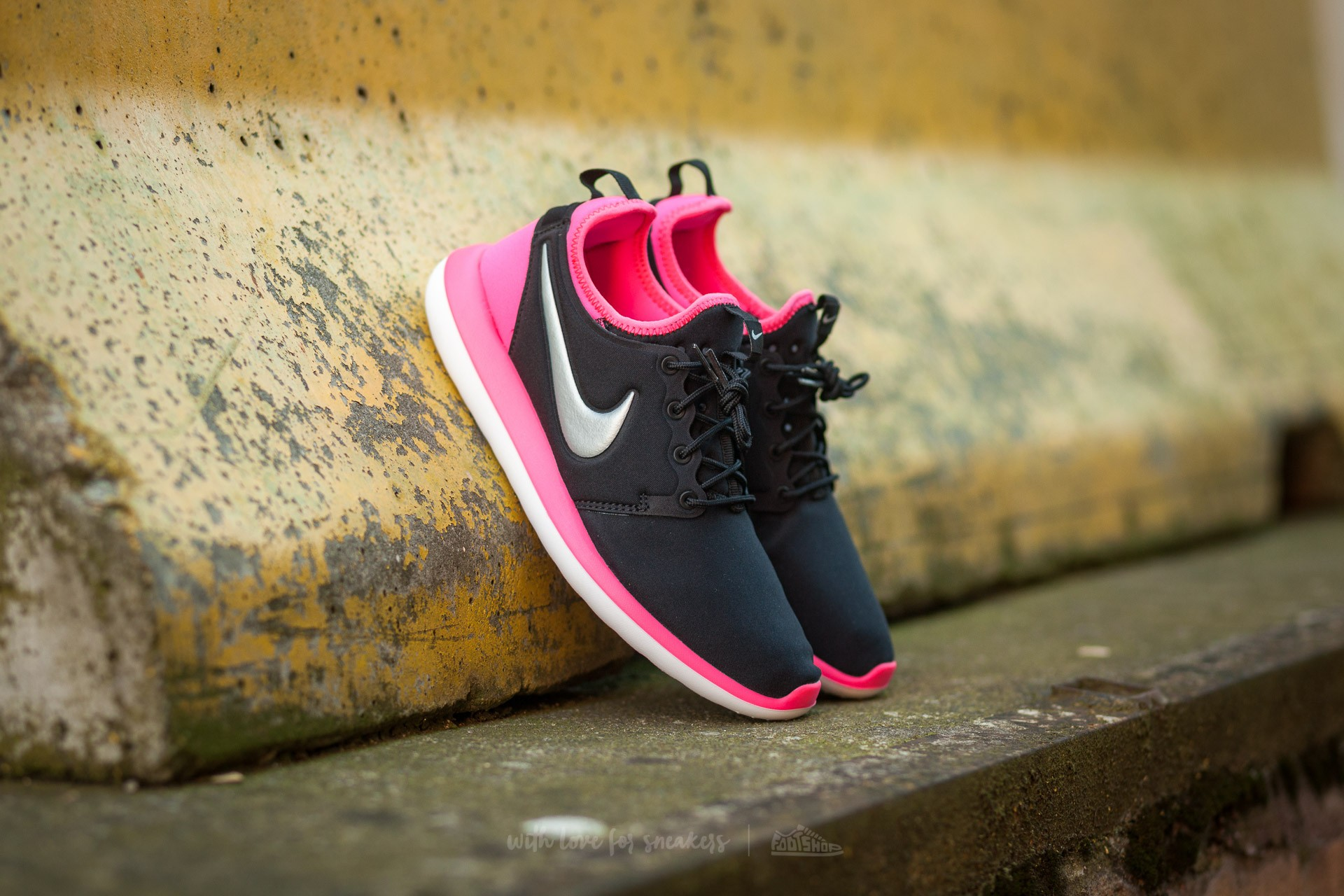 fc5f482366a9 Nike Roshe Two (GS) Black  Metallic Platinum-Hyper Pink