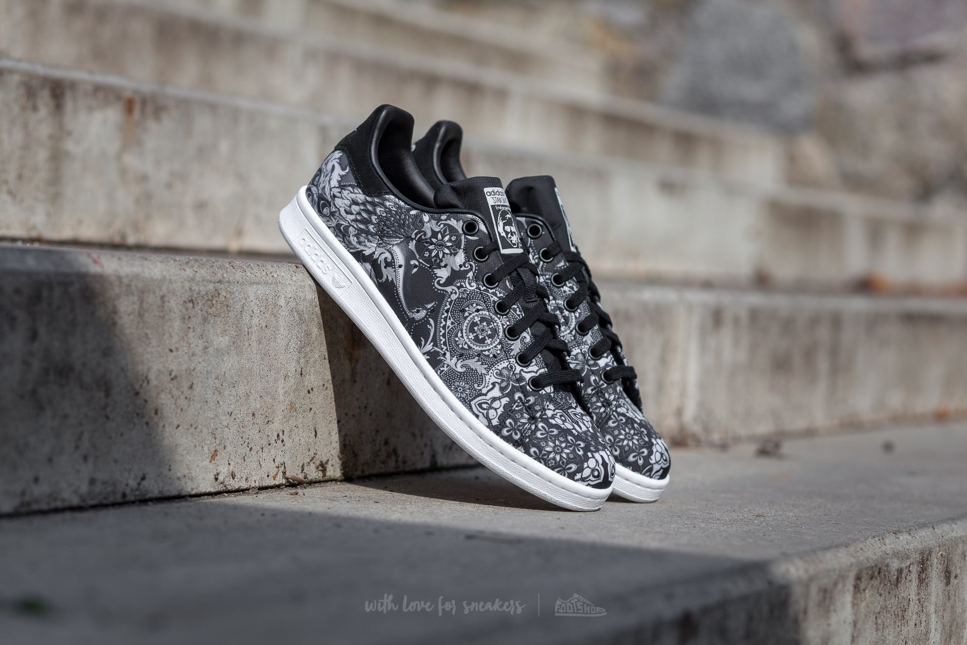 quite nice 2a707 5f1fb adidas Stan Smith W. Core Black  Core Black  Ftw White