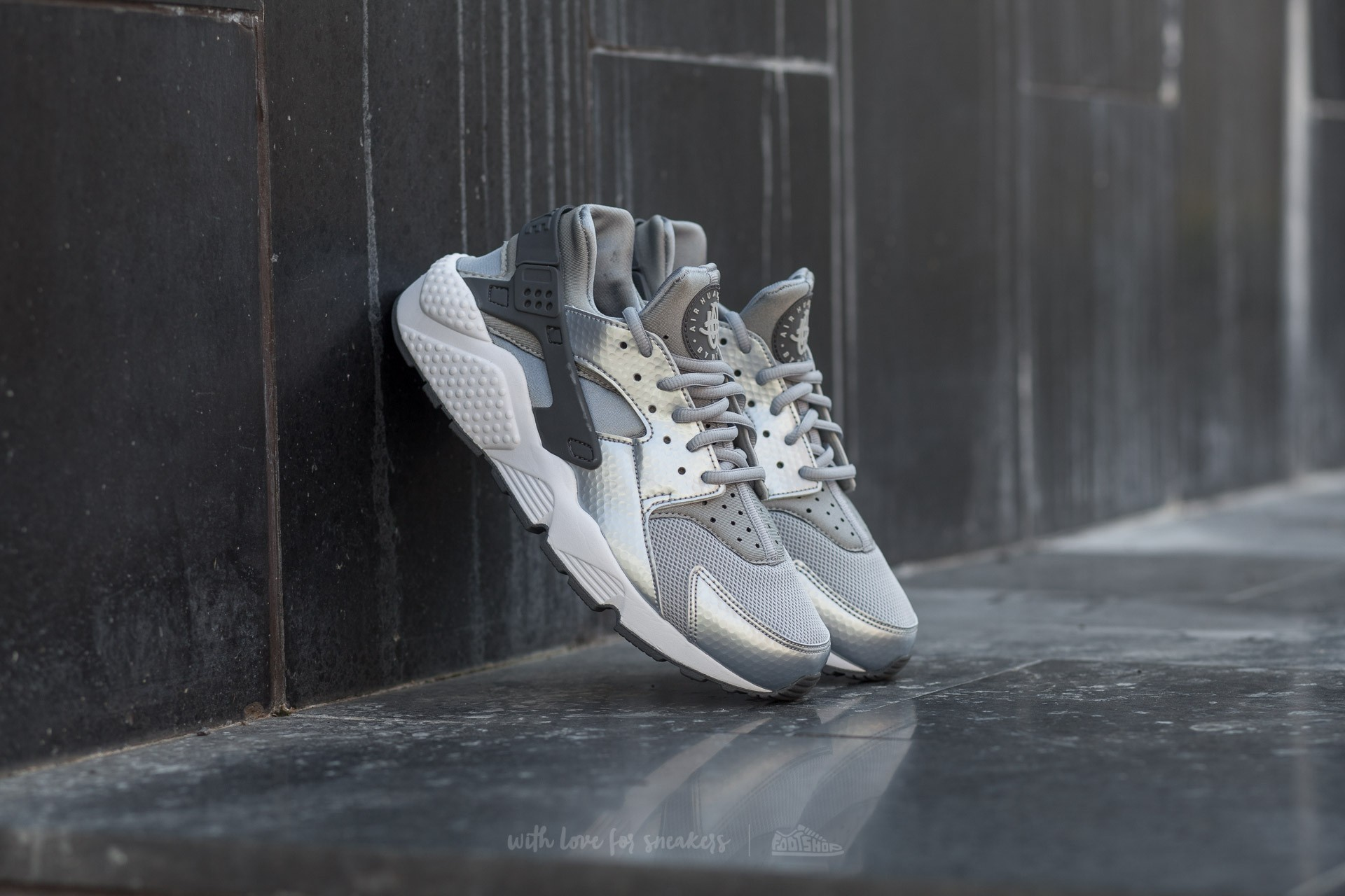 c67b055fd904 Nike Wmns Air Huarache Run Wolf Grey  Dark Grey-White