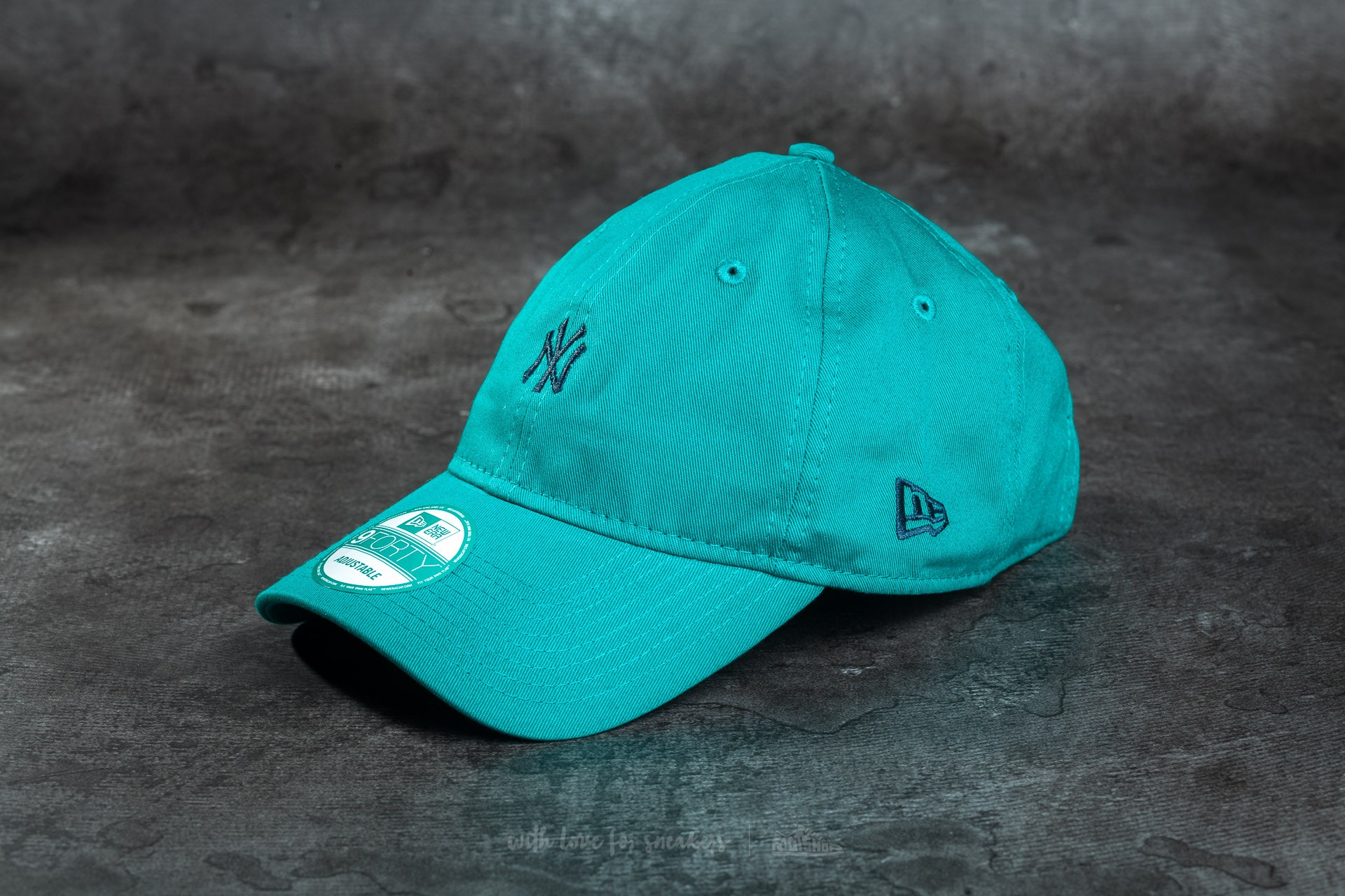 6f4d72e0ae120 New Era Essential 9Forty Adjustable New York Yankees Cap New Green  Navy