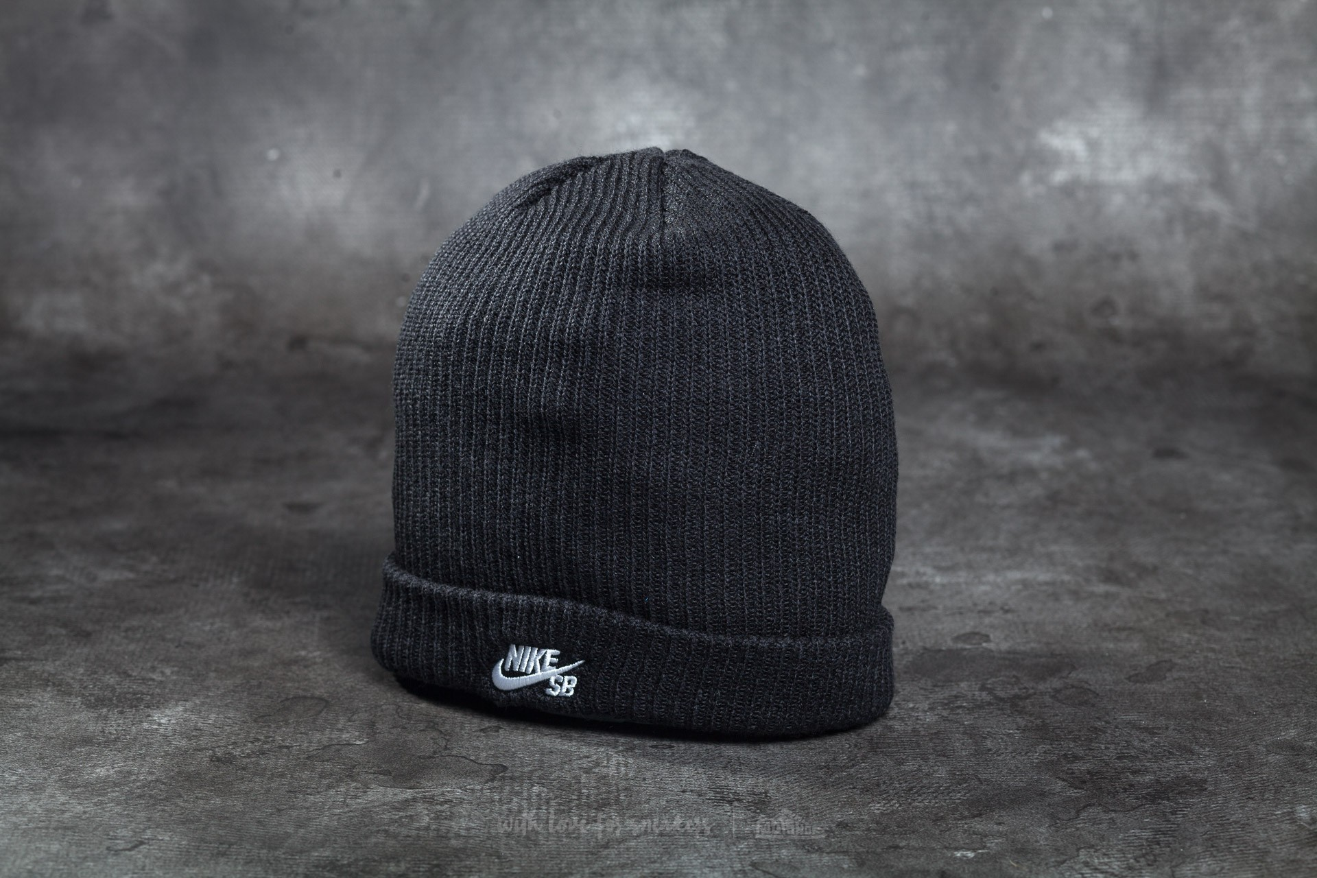 Nike SB Fisherman Beanie Black  White  3745581bdd7