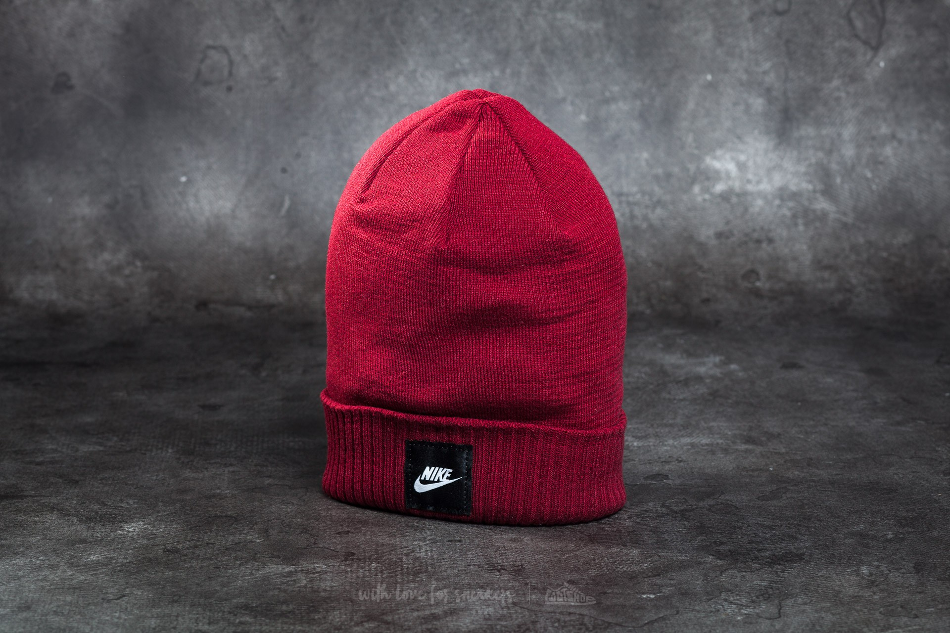 3083d2f2 Nike Futura Beanie Burgundy | Footshop