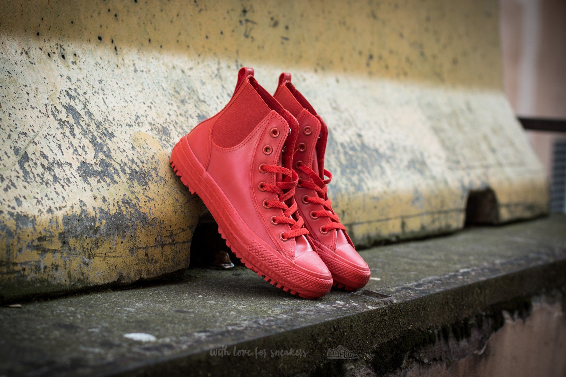 e95ac4cdd40 Converse Chuck Taylor All Star Chelsea Boot Rubber Hi Signal Red  Signal Red