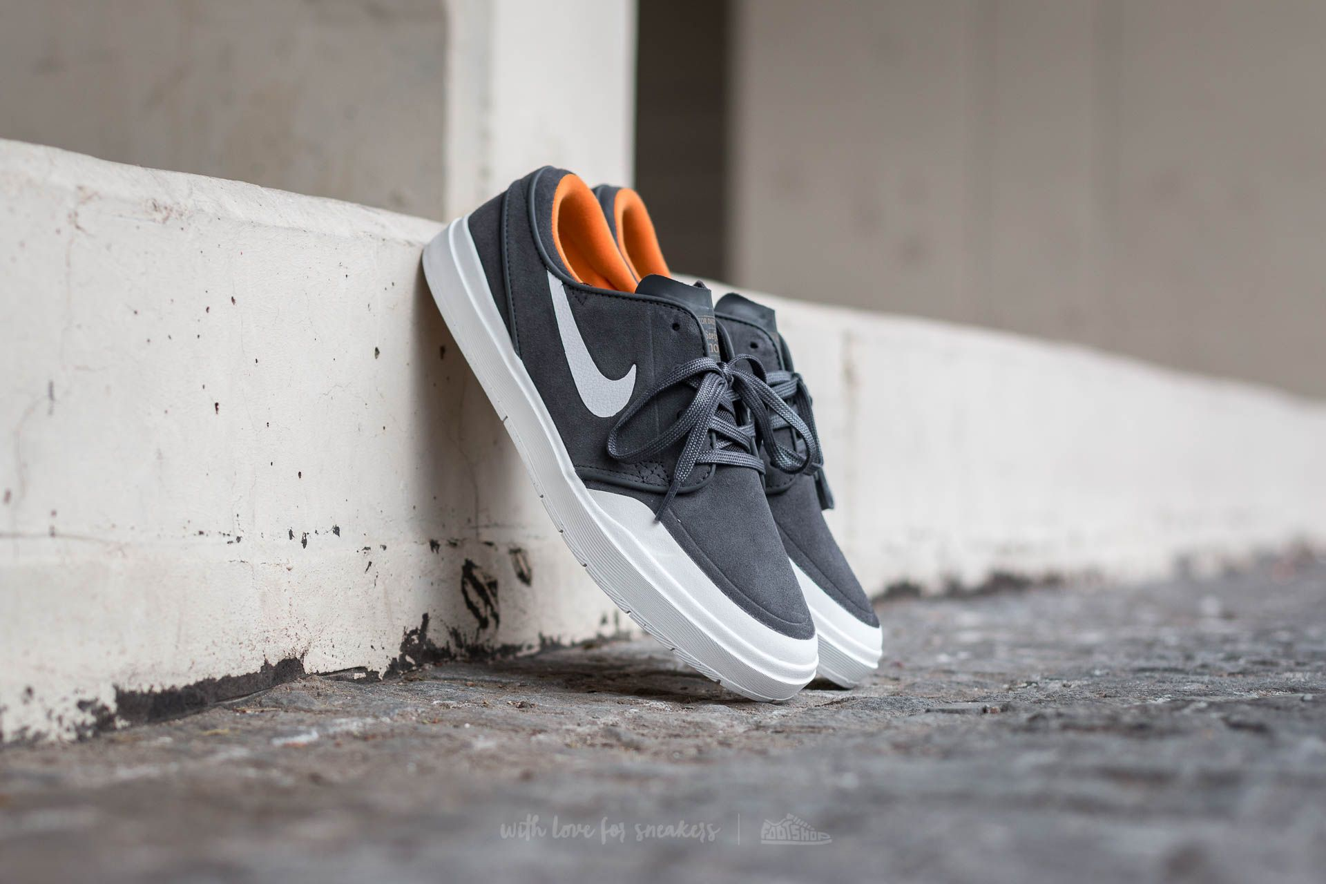 Nike Stefan Janoski Hyperfeel XT Anthracite White Summit White | Footshop