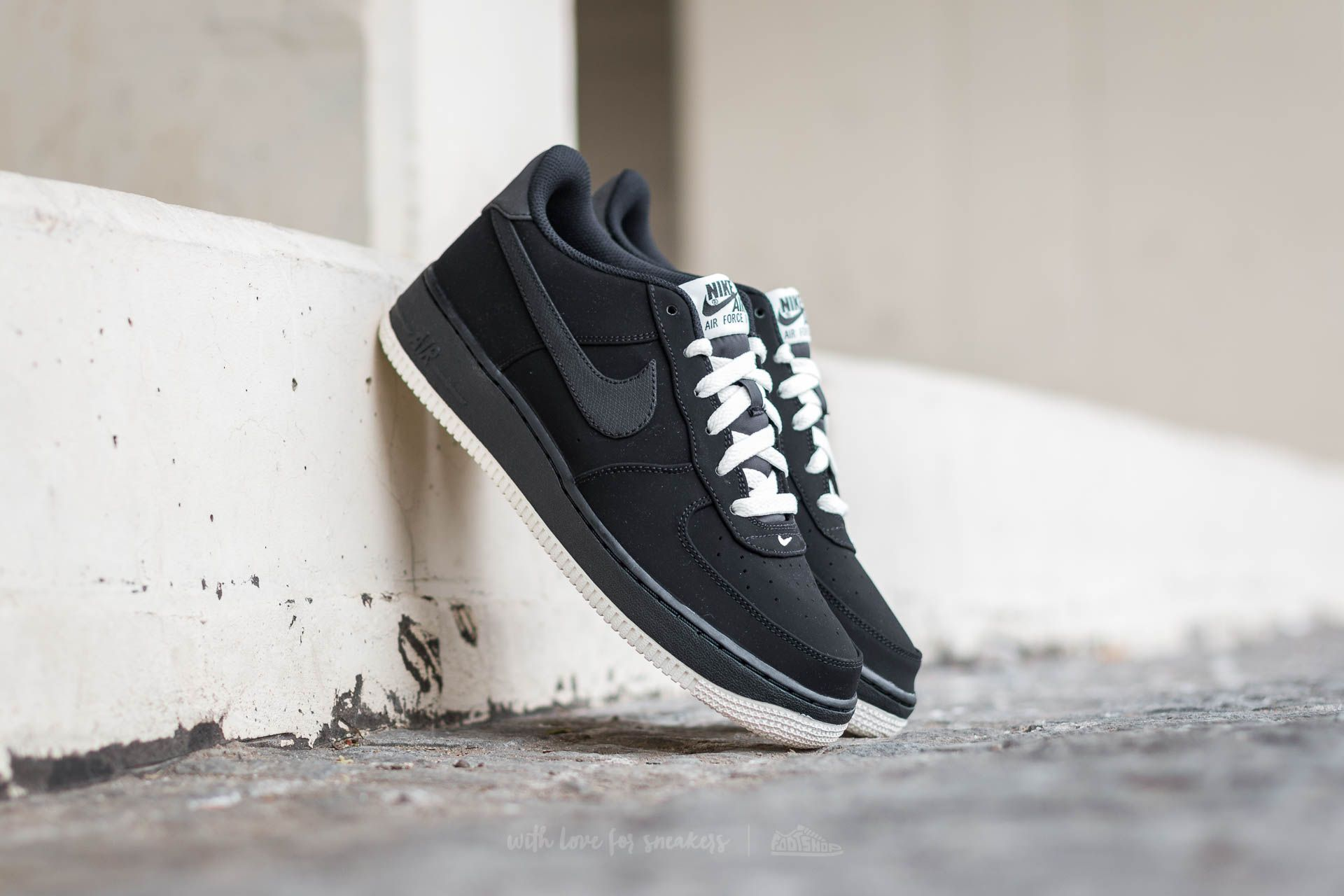 new product 9c8af 6a579 Nike Air Force 1 (GS). Black ...