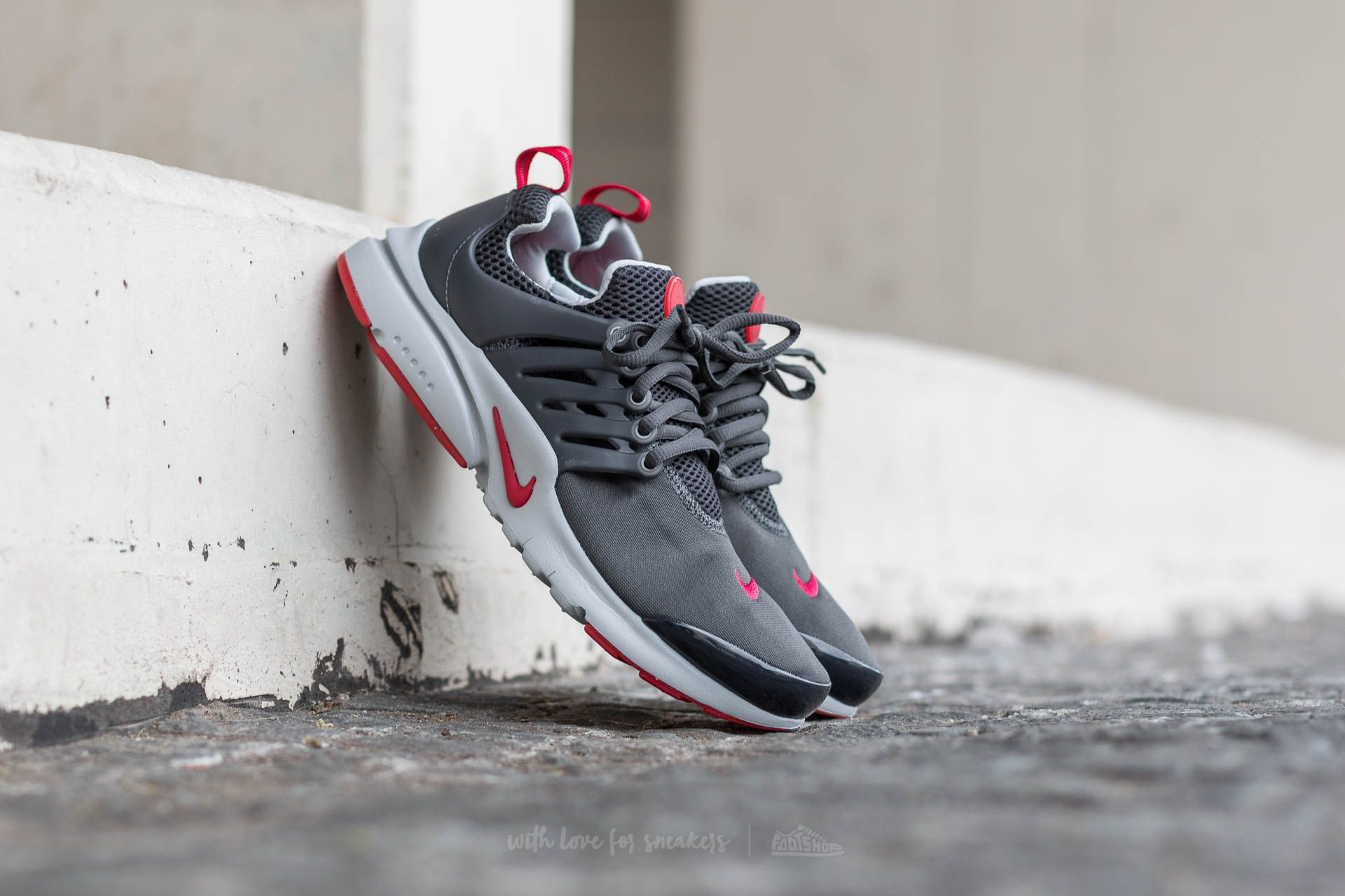 Nike Presto (GS) Anthracite   Gym Red-Wolf Grey  b522c5c1d