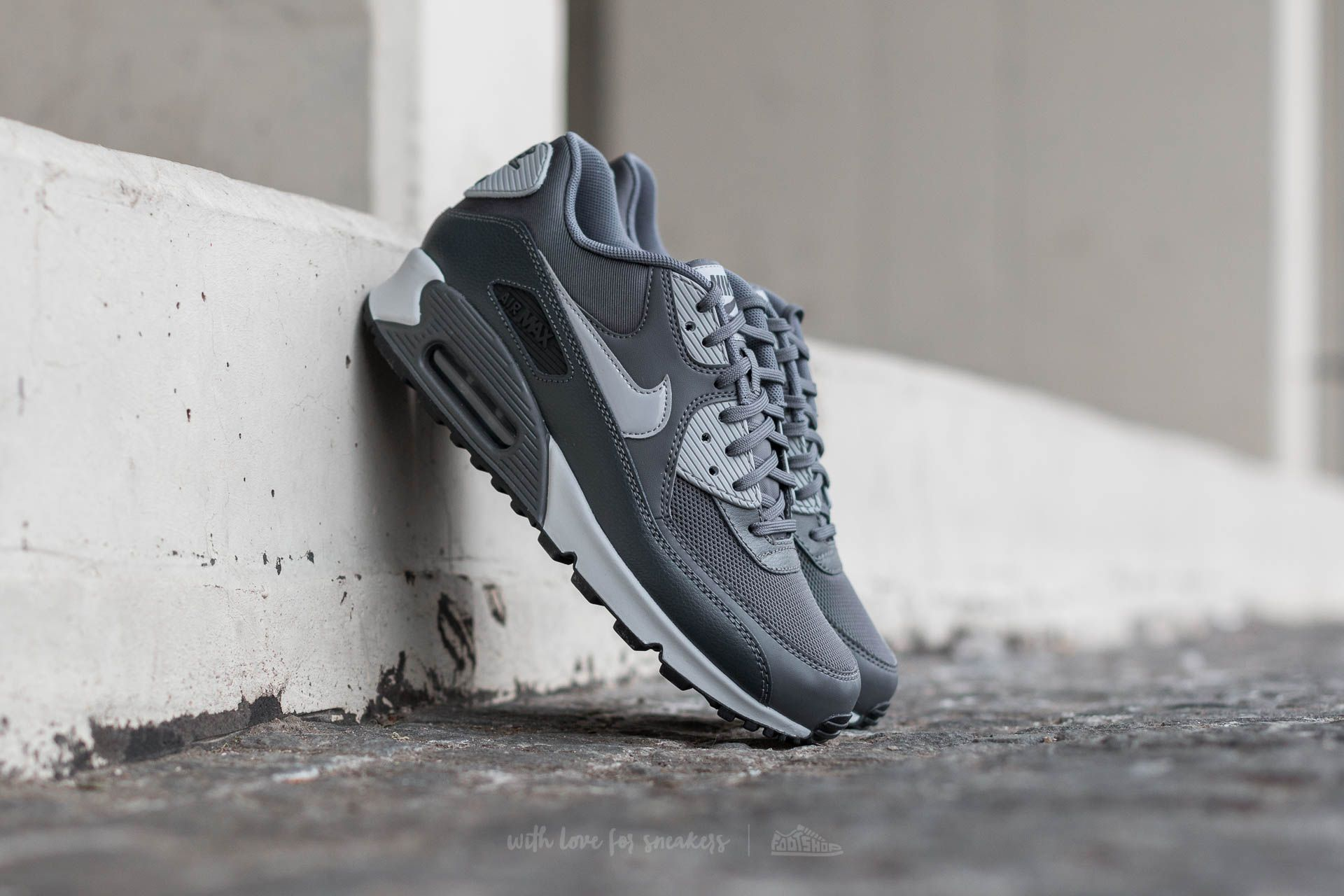 meet d2138 01b55 Nike Wmns Air Max 90 Essential. Dark Grey  Wolf Grey-Anthracite