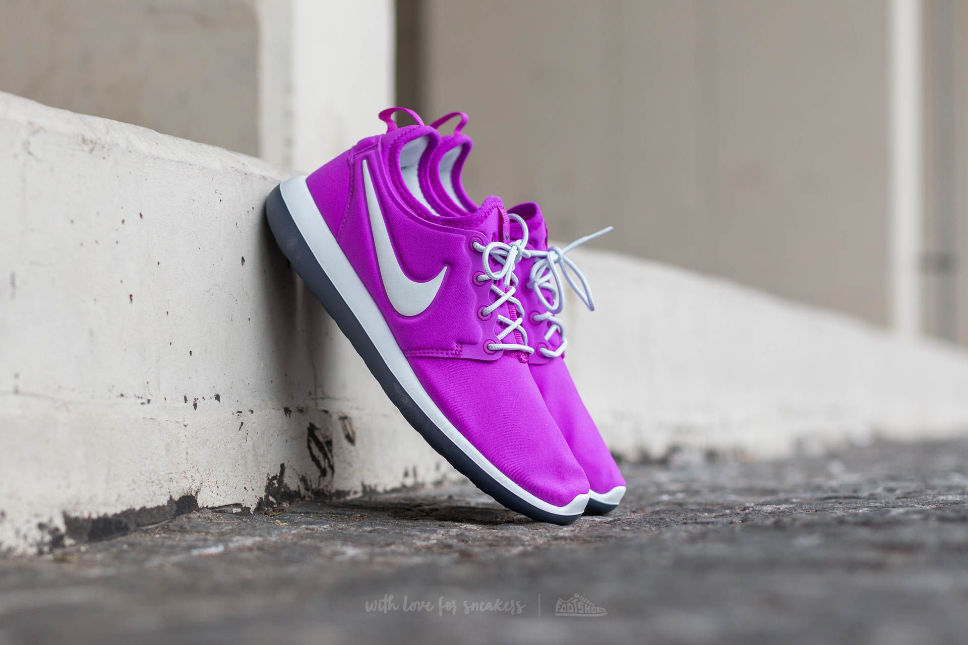 coupon code for nike roshe two rot lila 12334 21031