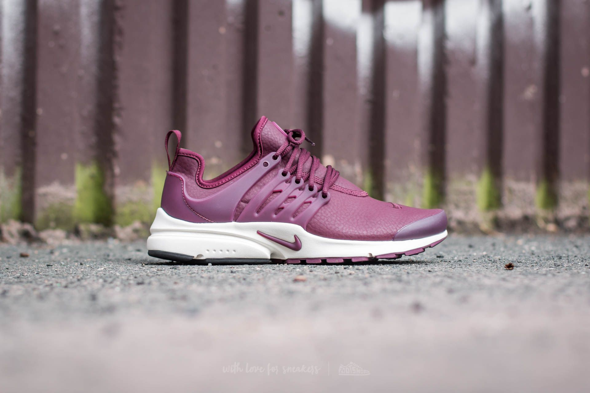 Street shoes Nike W Air Presto Premium