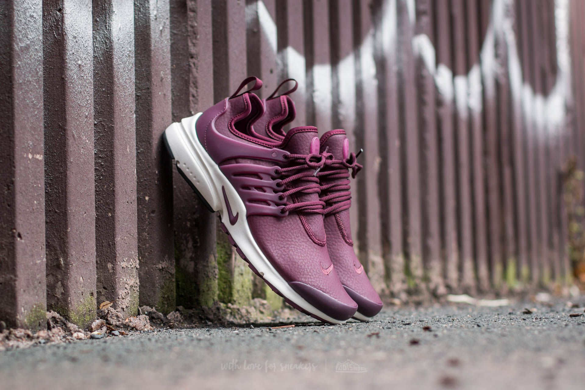 3e2ac8c9f902 Nike W Air Presto Premium Night Maroon  Night Maroon-Sail