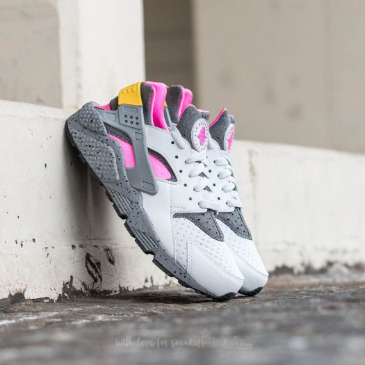 detailed look delicate colors best deals on Nike Air Huarache Run SE Pure Platinum/ Pink Blast-Pink ...