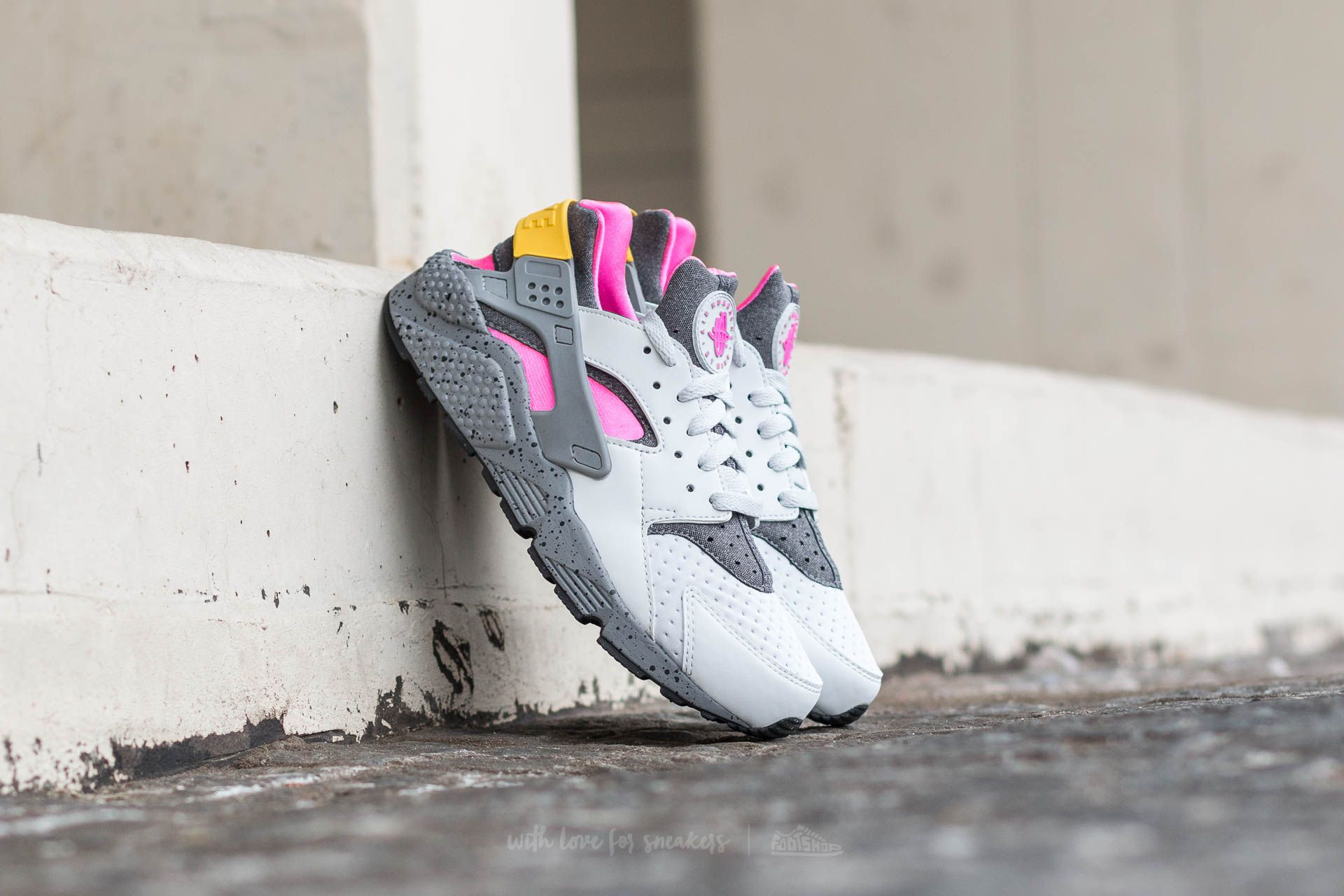on sale c319b e5fda Nike Air Huarache Run SE