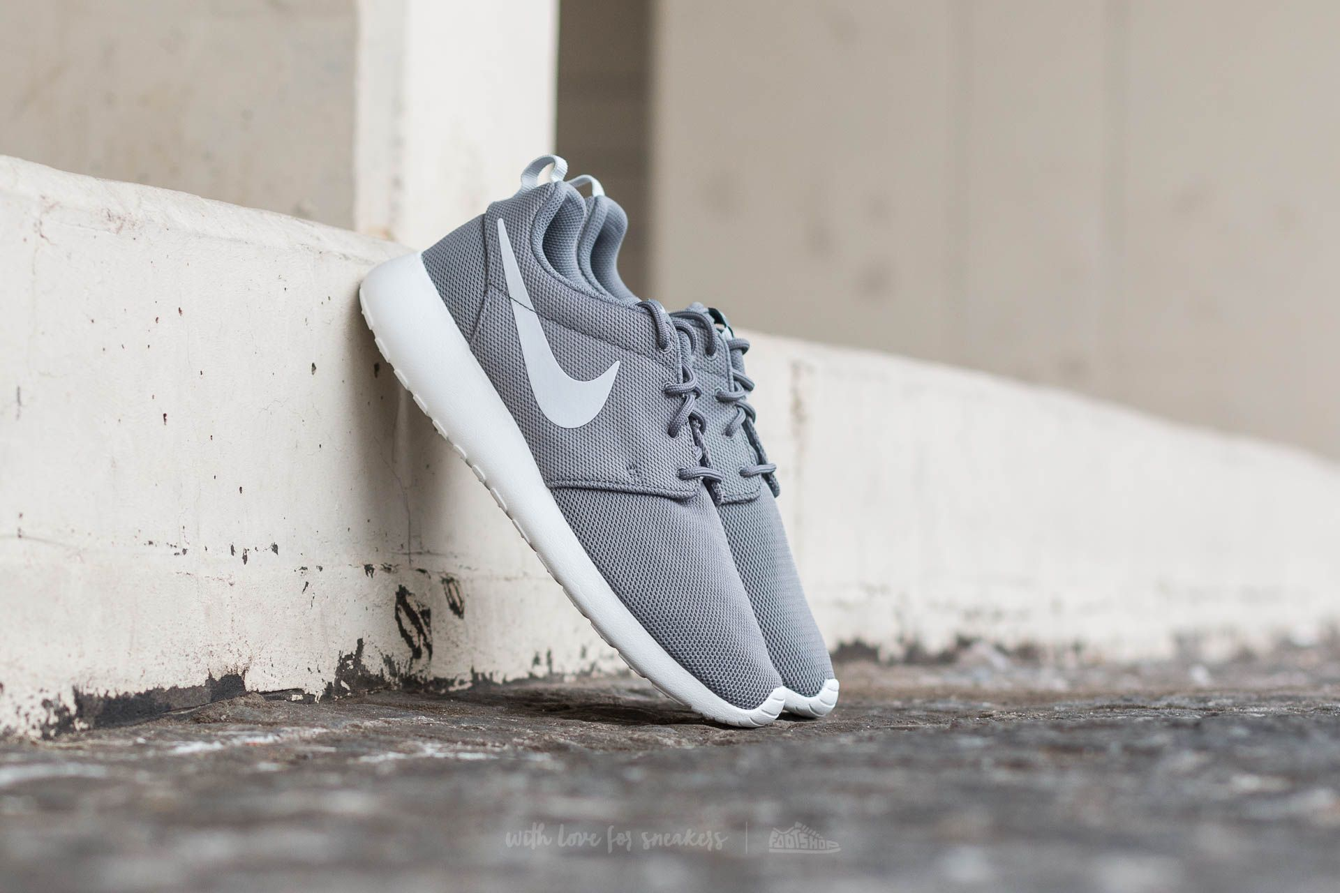 a756e8c52c650 Nike W Roshe One Cool Grey  Pure Platinum