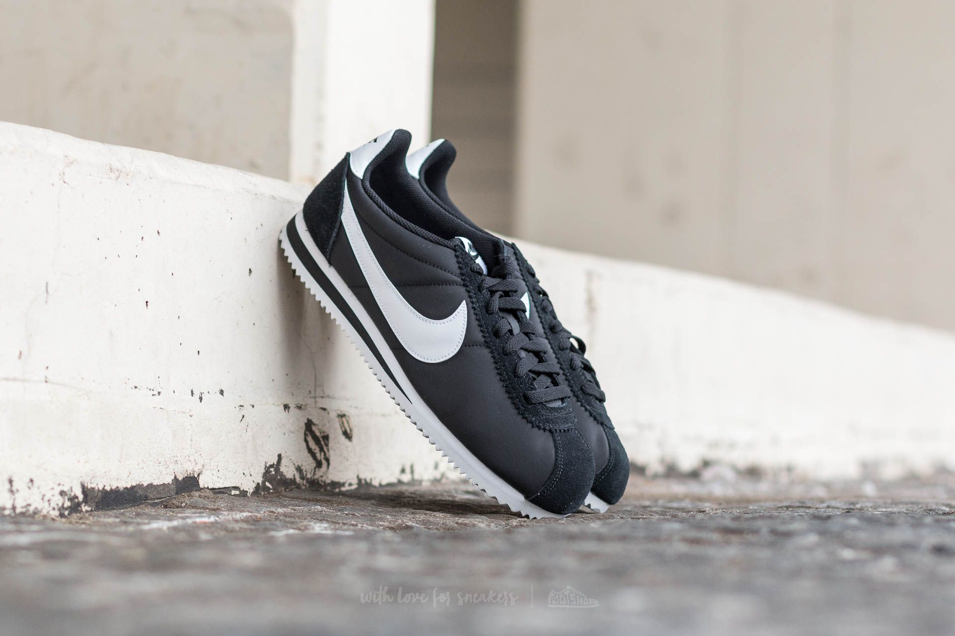 factory price discount sale fashion styles Nike Classic Cortez Nylon Black/ White | Footshop