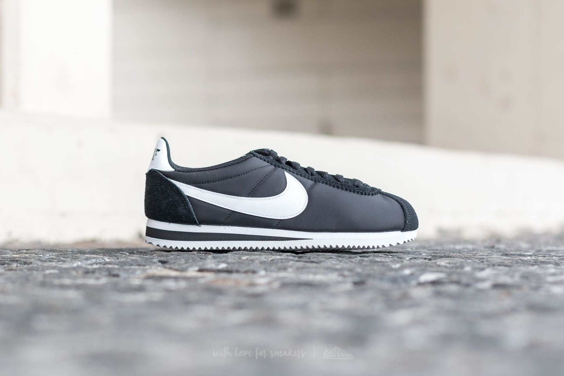 4cf26bdeabe8c Nike Classic Cortez Nylon Black  White at a great price 81 € buy at Footshop