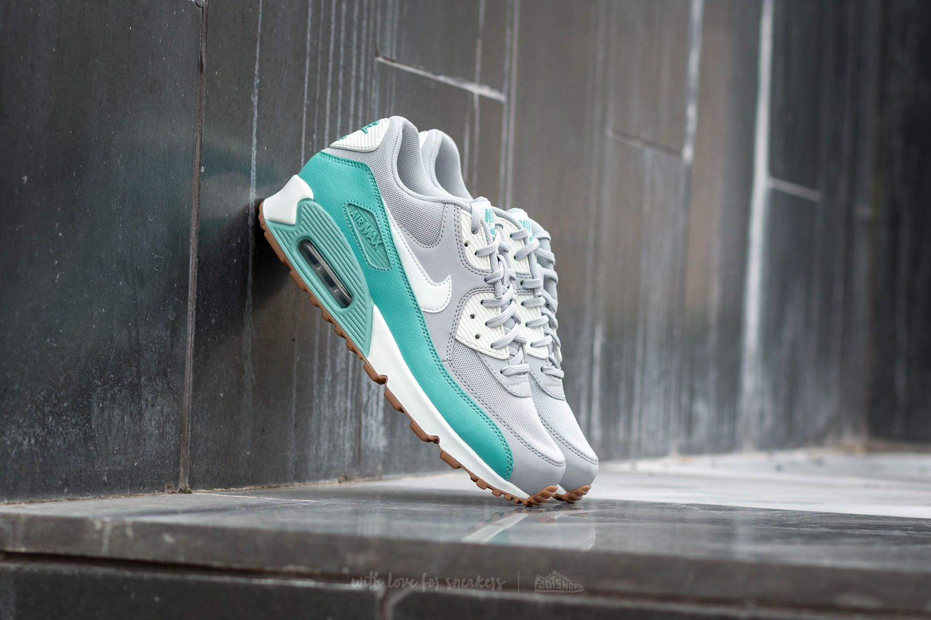 05d5fe9a0254 Nike Wmns Air Max 90 Essential Wolf Grey  Barely Green