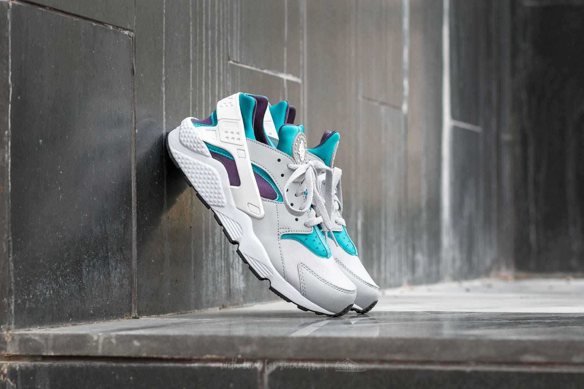 Nike Air Huarache Wolf Grey/ White-Aquatone-Purple Dynasty | Footshop